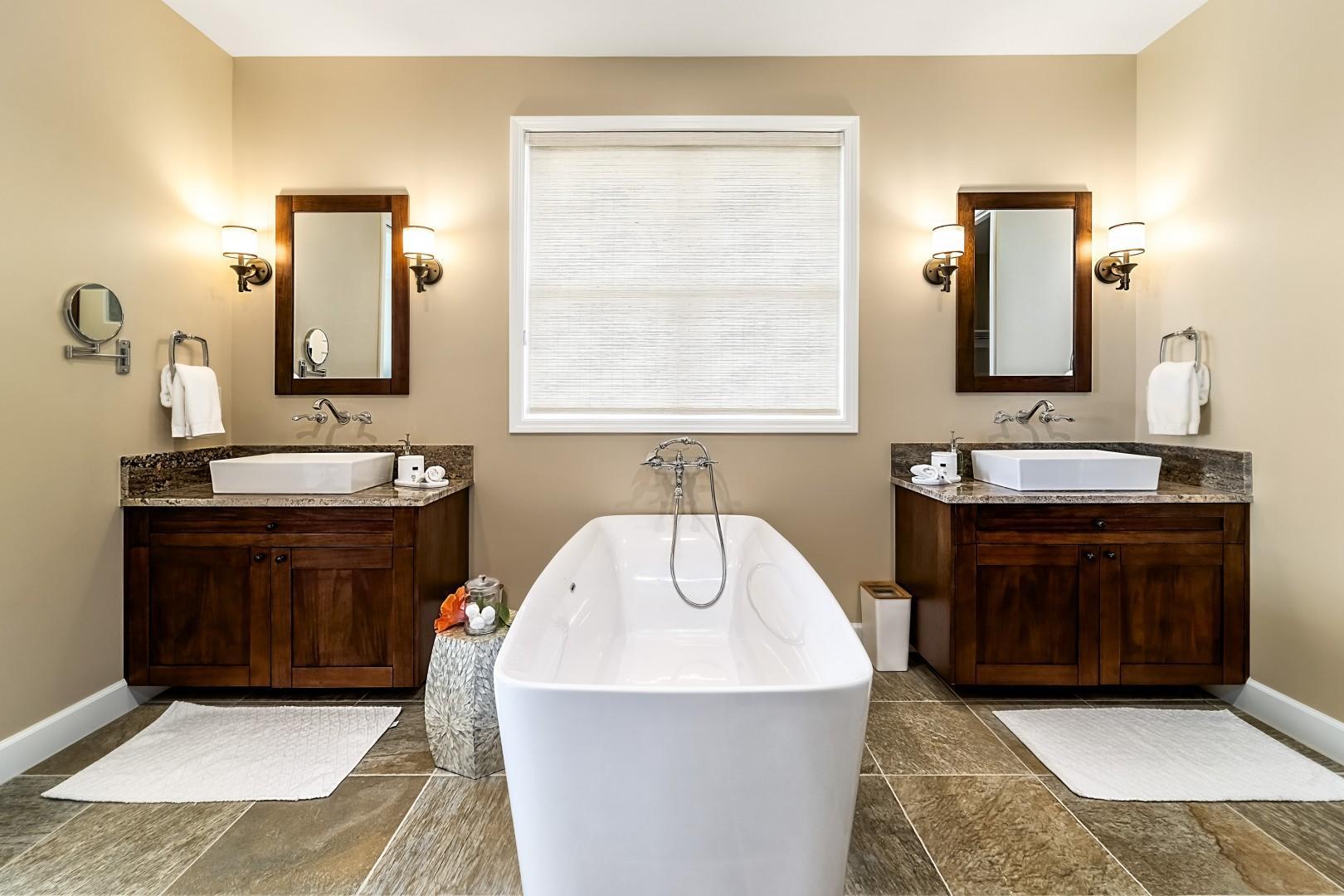 Main Bath L