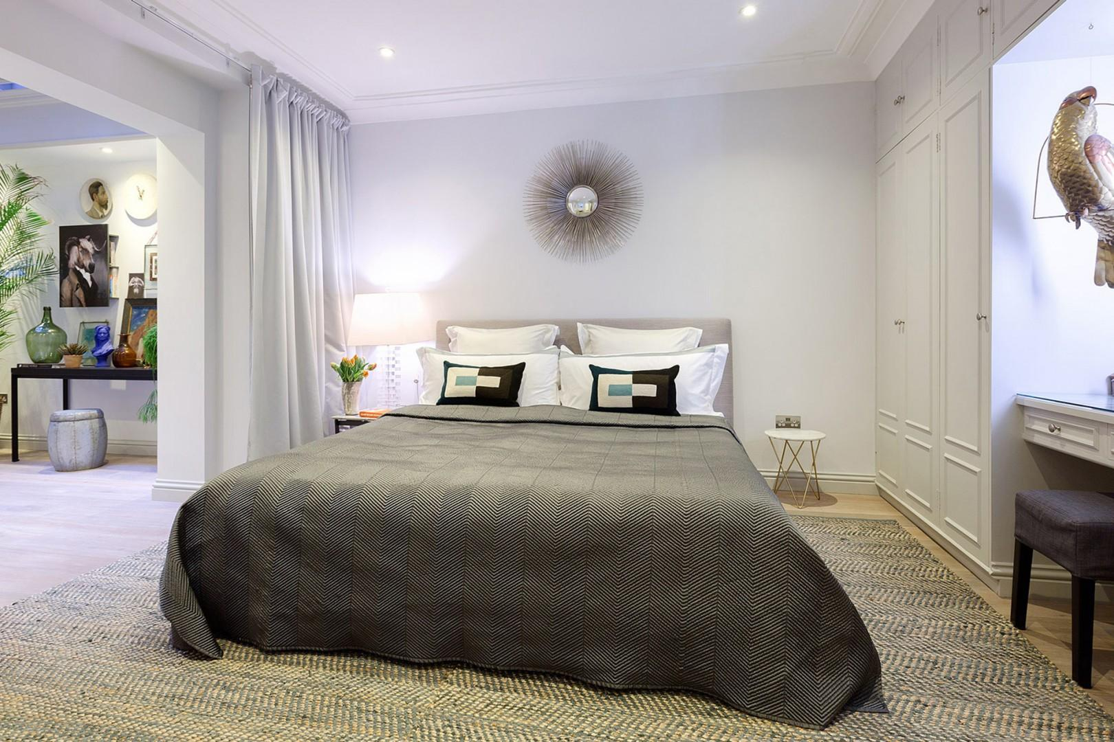 Luxurious bedroom 1