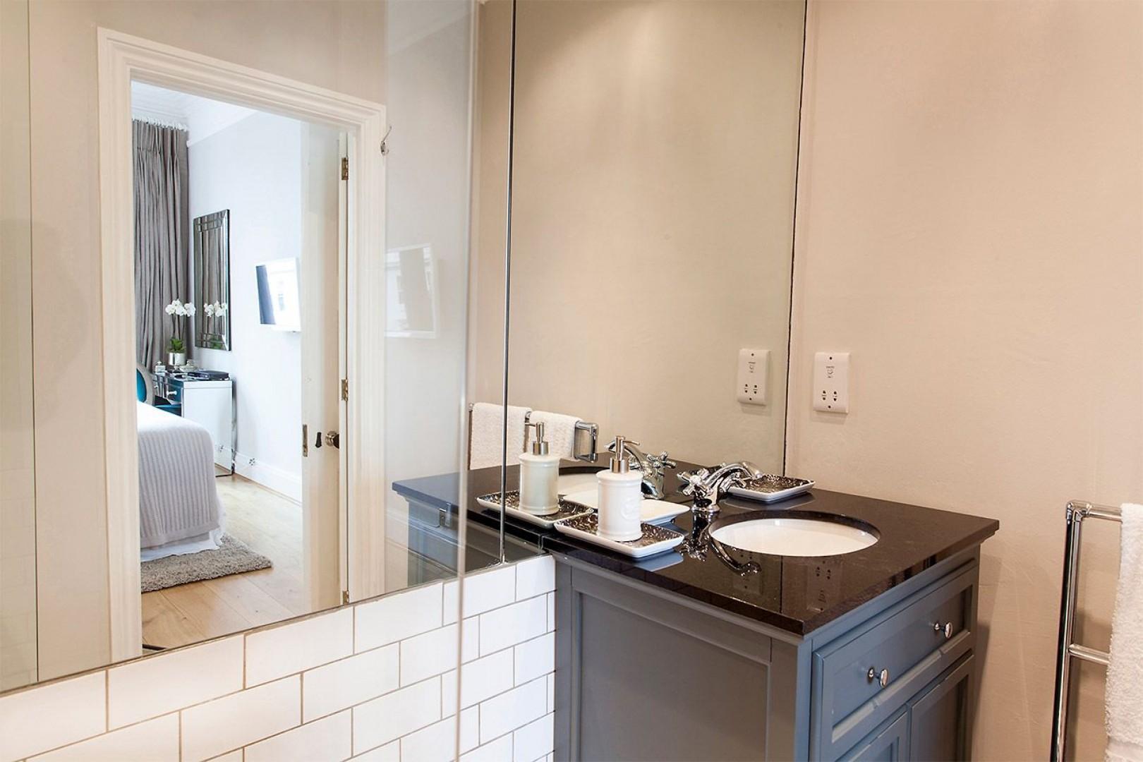 En suite bathroom 1 in our Austen apartment rental