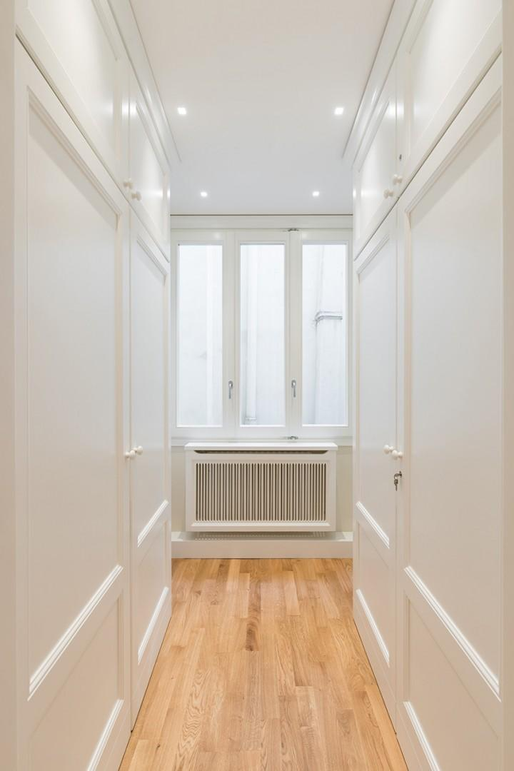 Bright hallway leading you to the bedrooms.