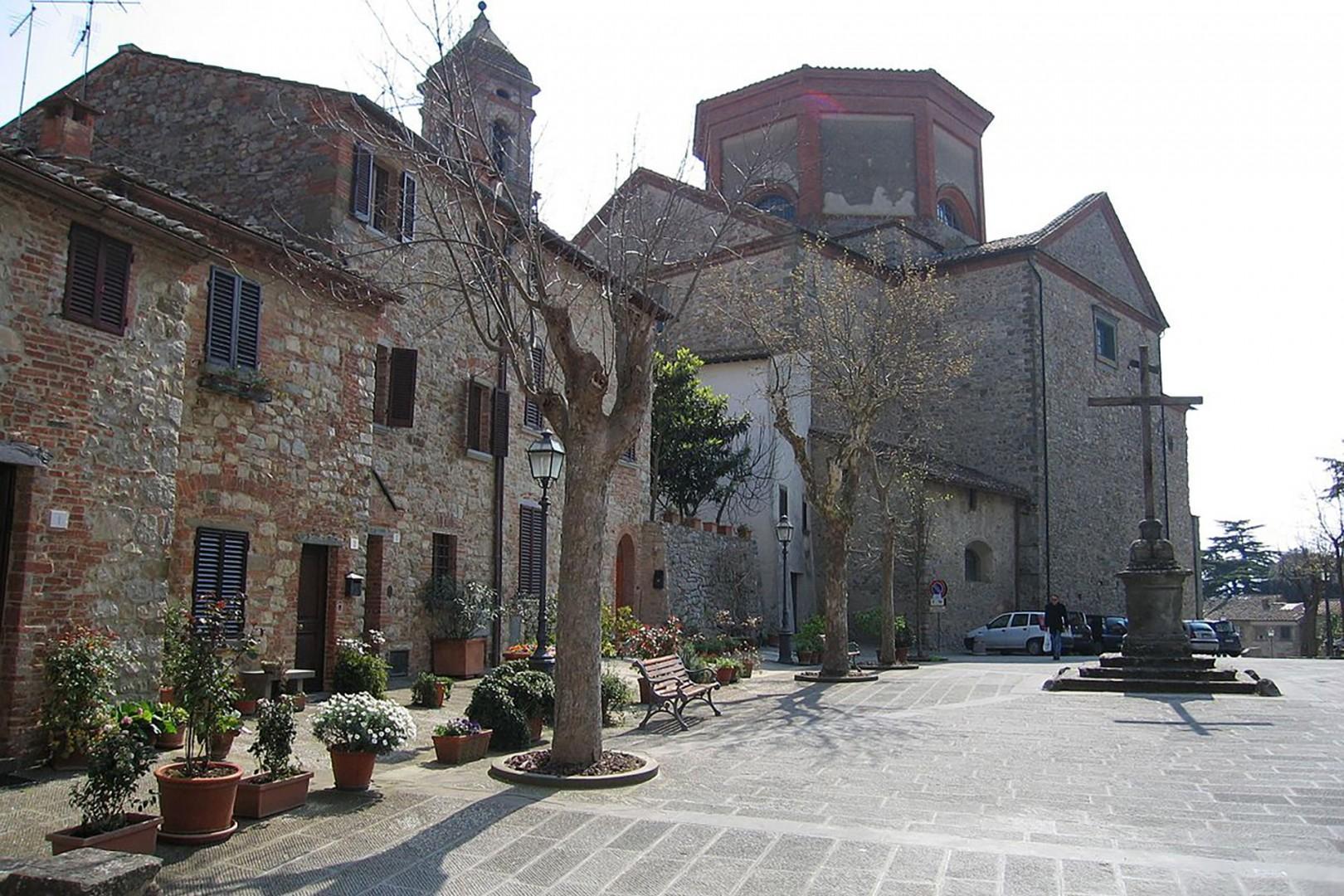 Lucignano's beautiful central piazza.