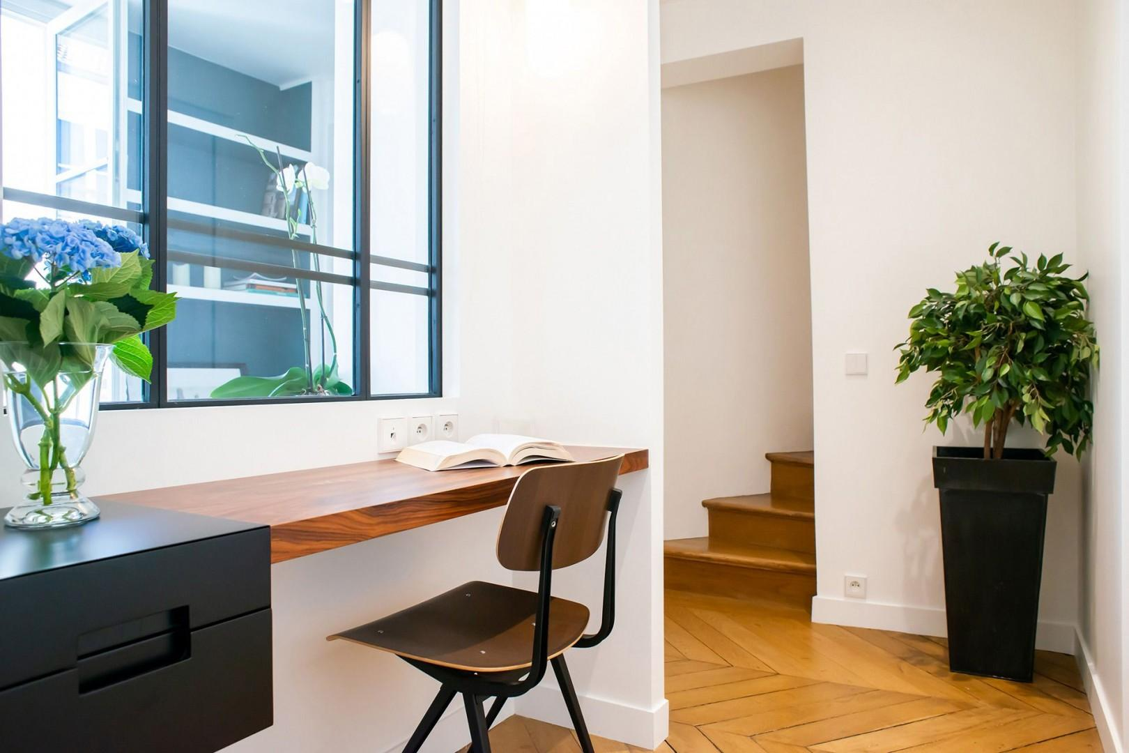 An office space makes a clever addition to the hallway