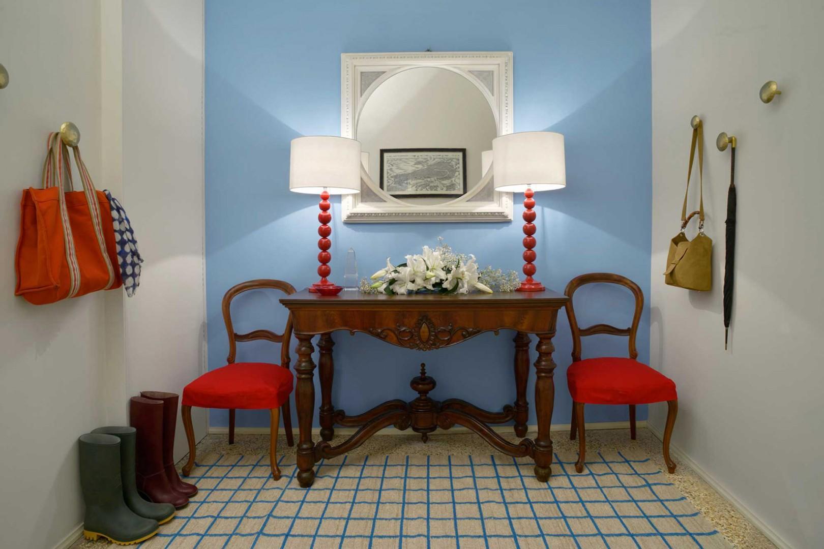Entry of fine Venetian apartment.