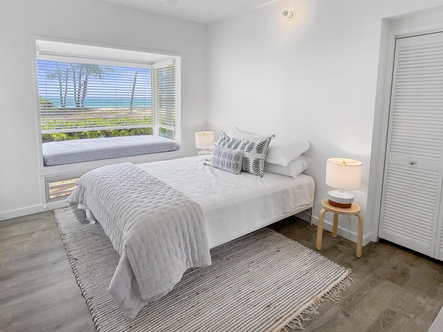 Bedroom 3, King bed with ensuite and private lanai (daybed works perfect for a little keiki)