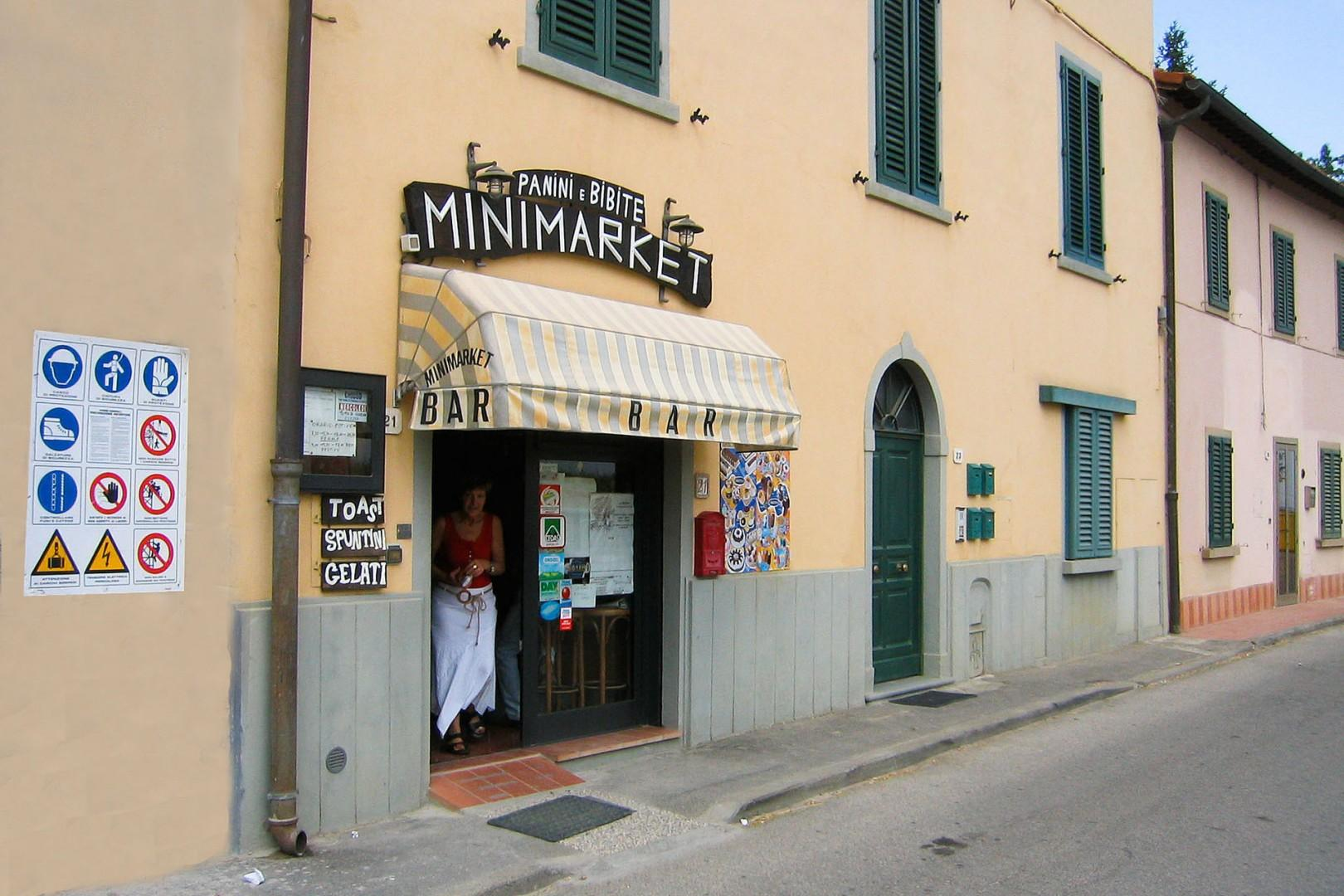 The little cafe in Romita has a few grocery items.
