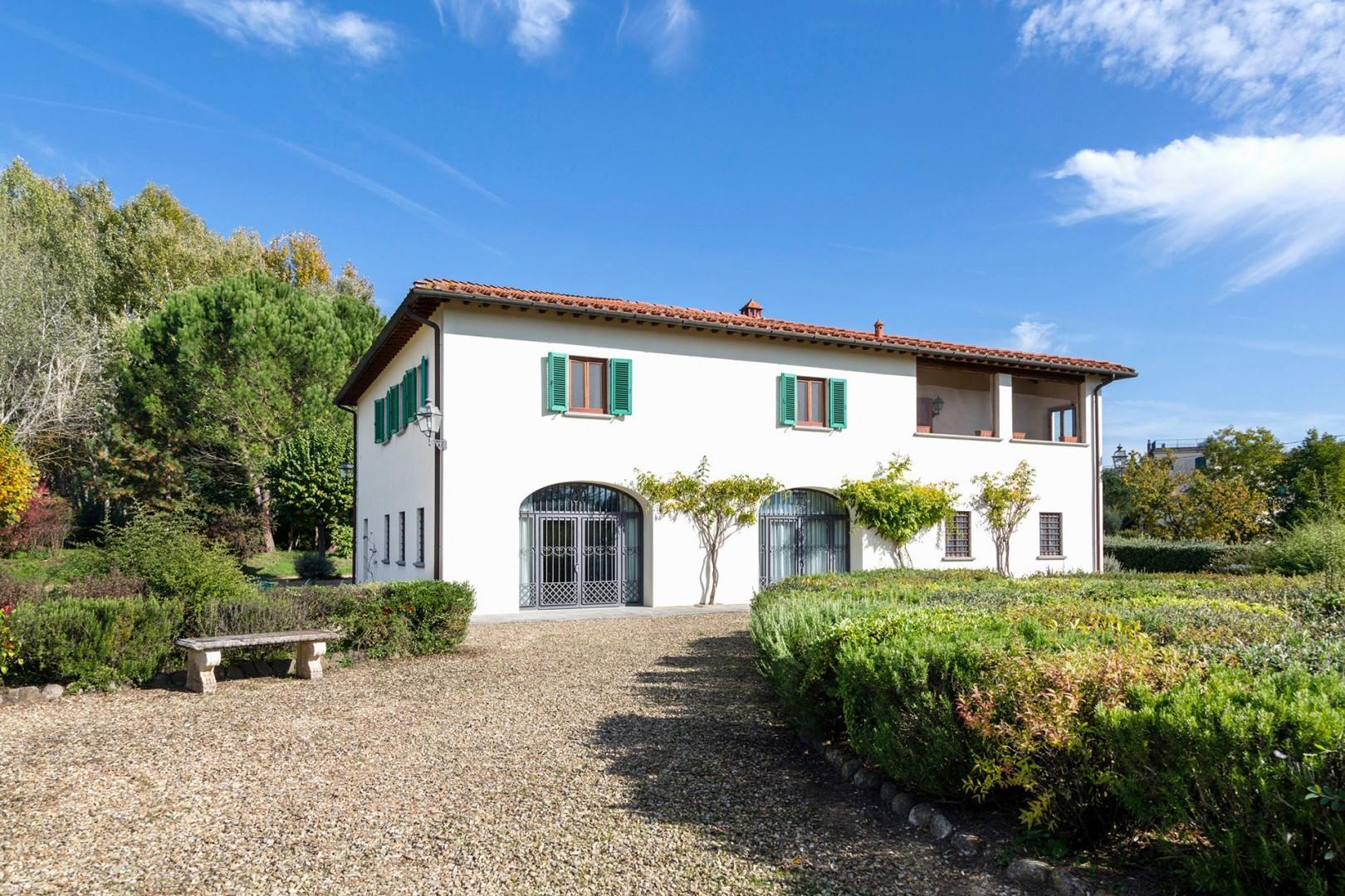 Villa Mestolone is a classic Tuscan country home on the Vecchietto estate.
