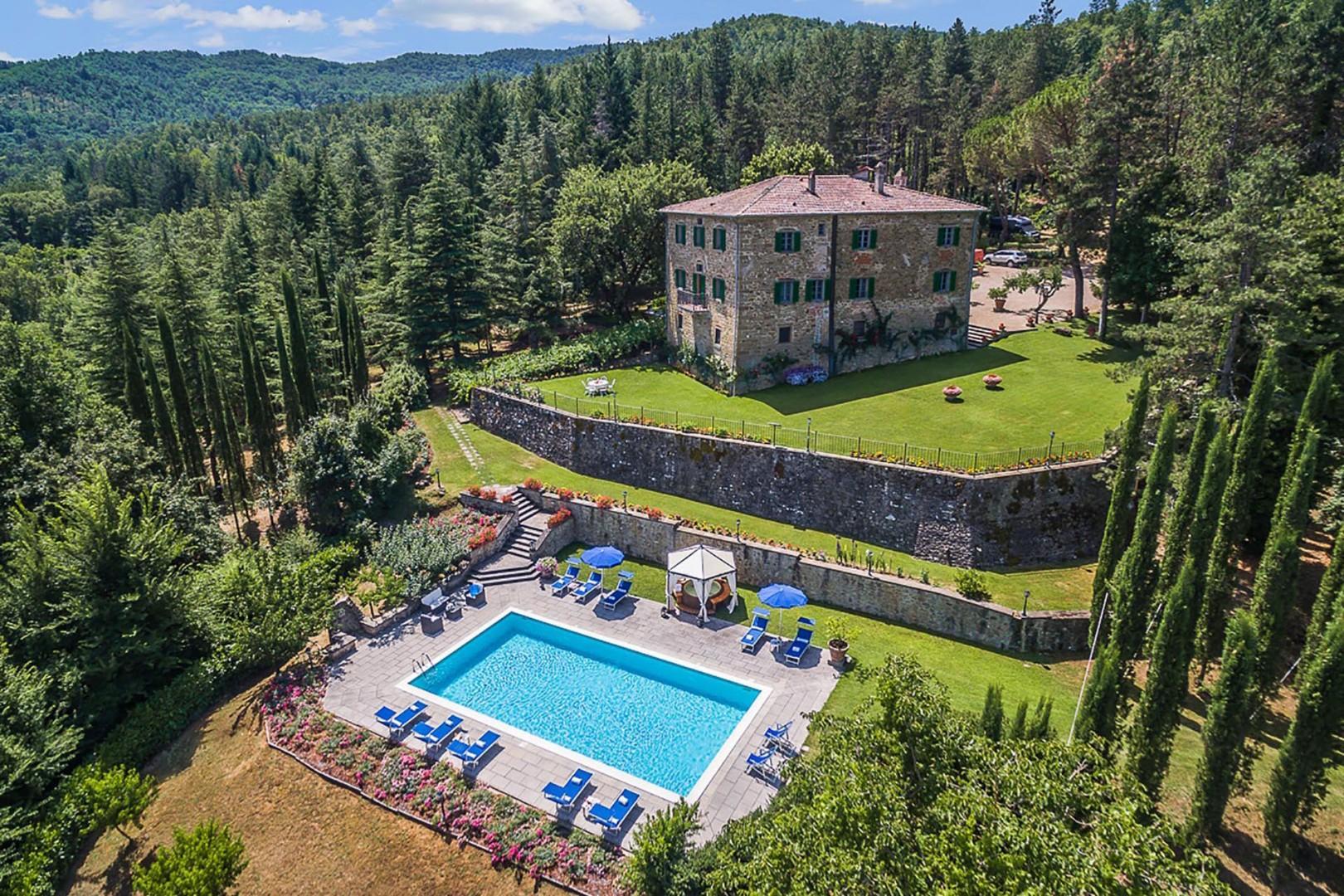 Dating back to 1785, Romanza Villa enjoys a beautiful park-like setting.