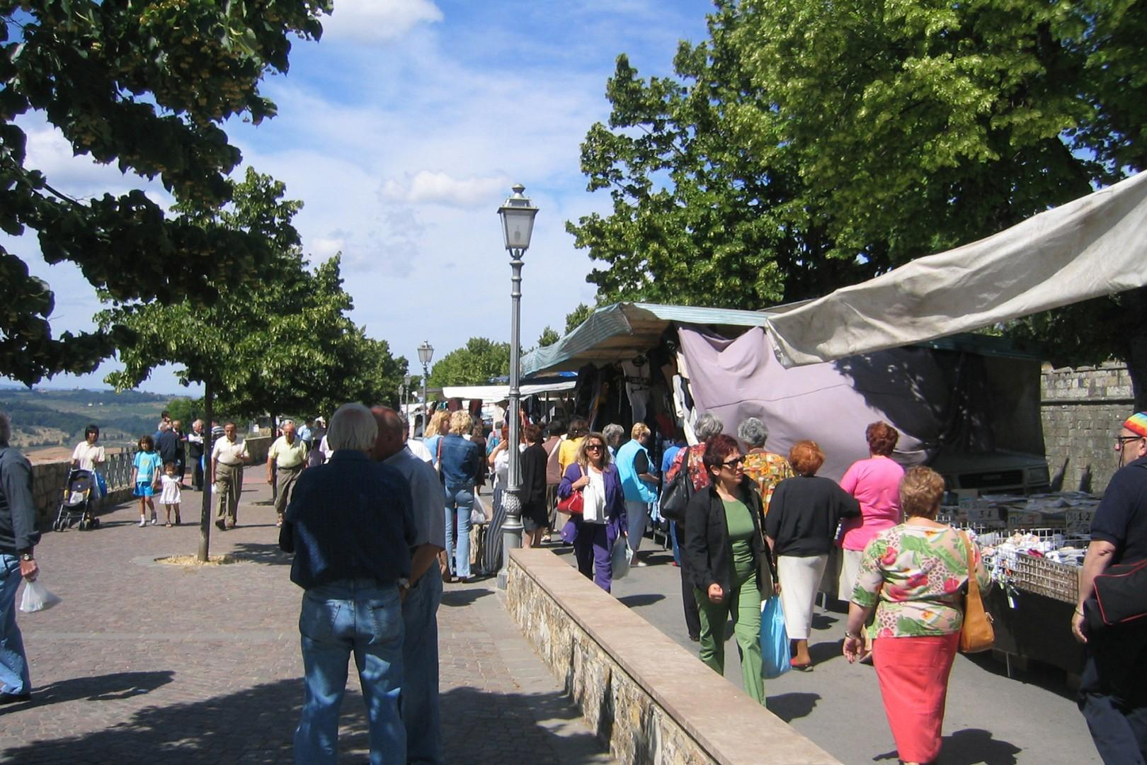 Join the people of nearby San Casciano Val di Pesa on market day.