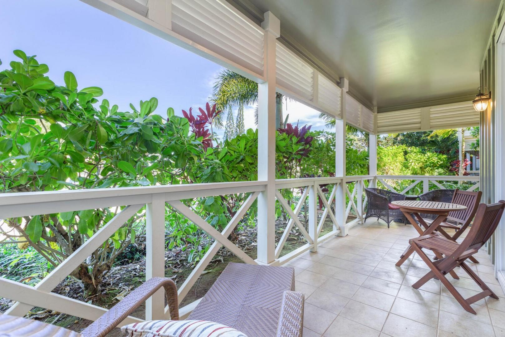 Private lanai with outdoor seating