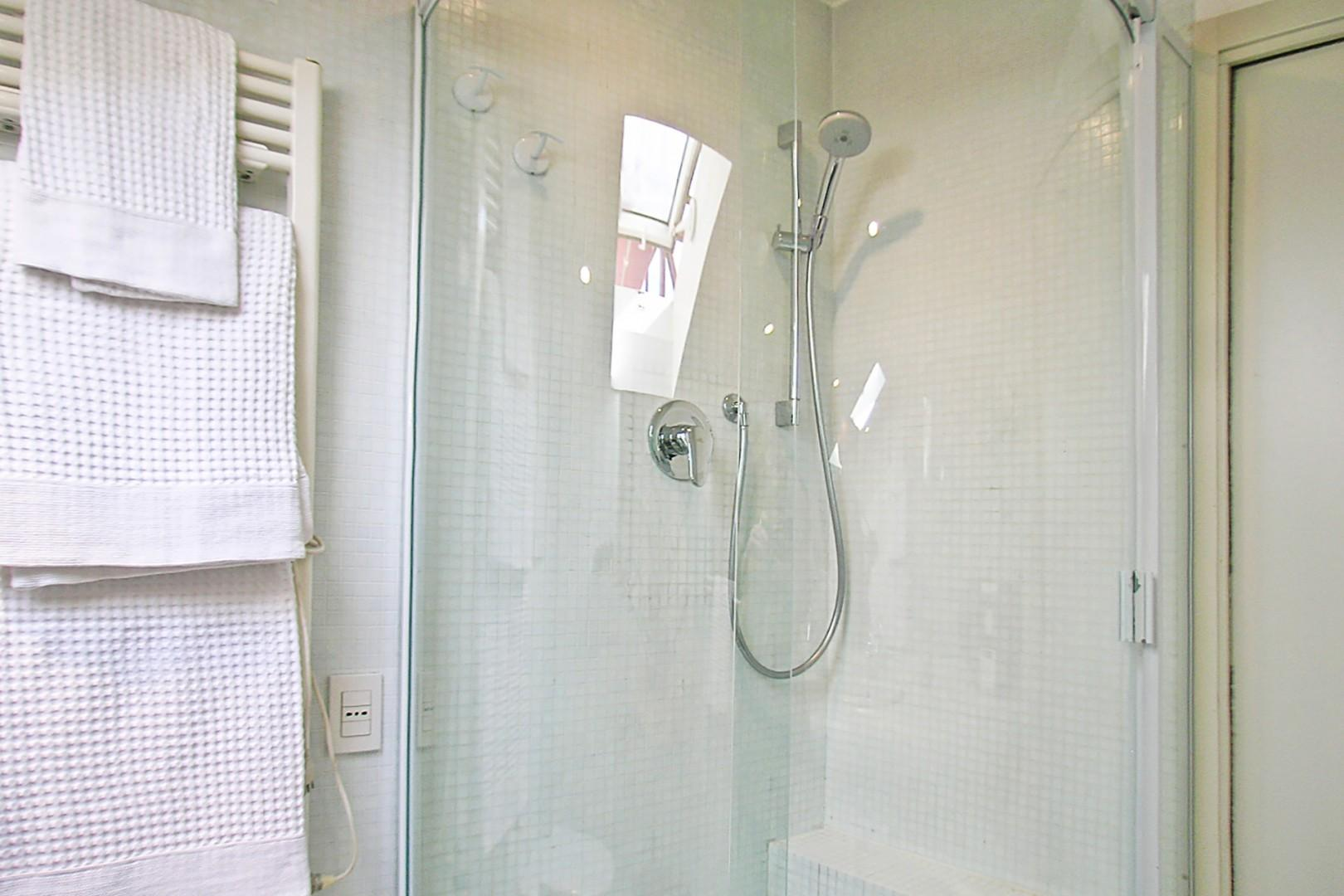 The curved wall of the shower makes great use of space.