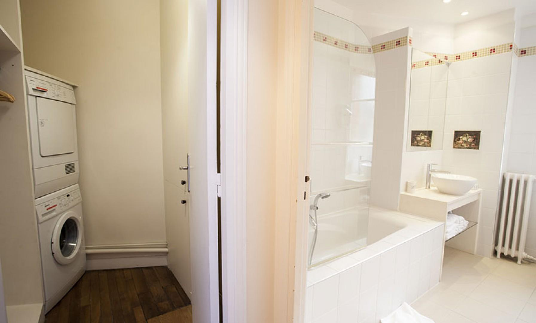 There is a separate washer and dryer by the en suite bathroom.