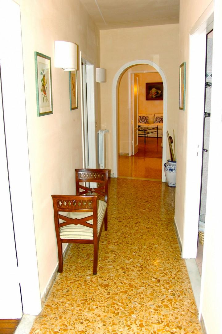 Hallway with bedrooms to the left, facing the Arno river. Bathrooms and kitchen are to the right.