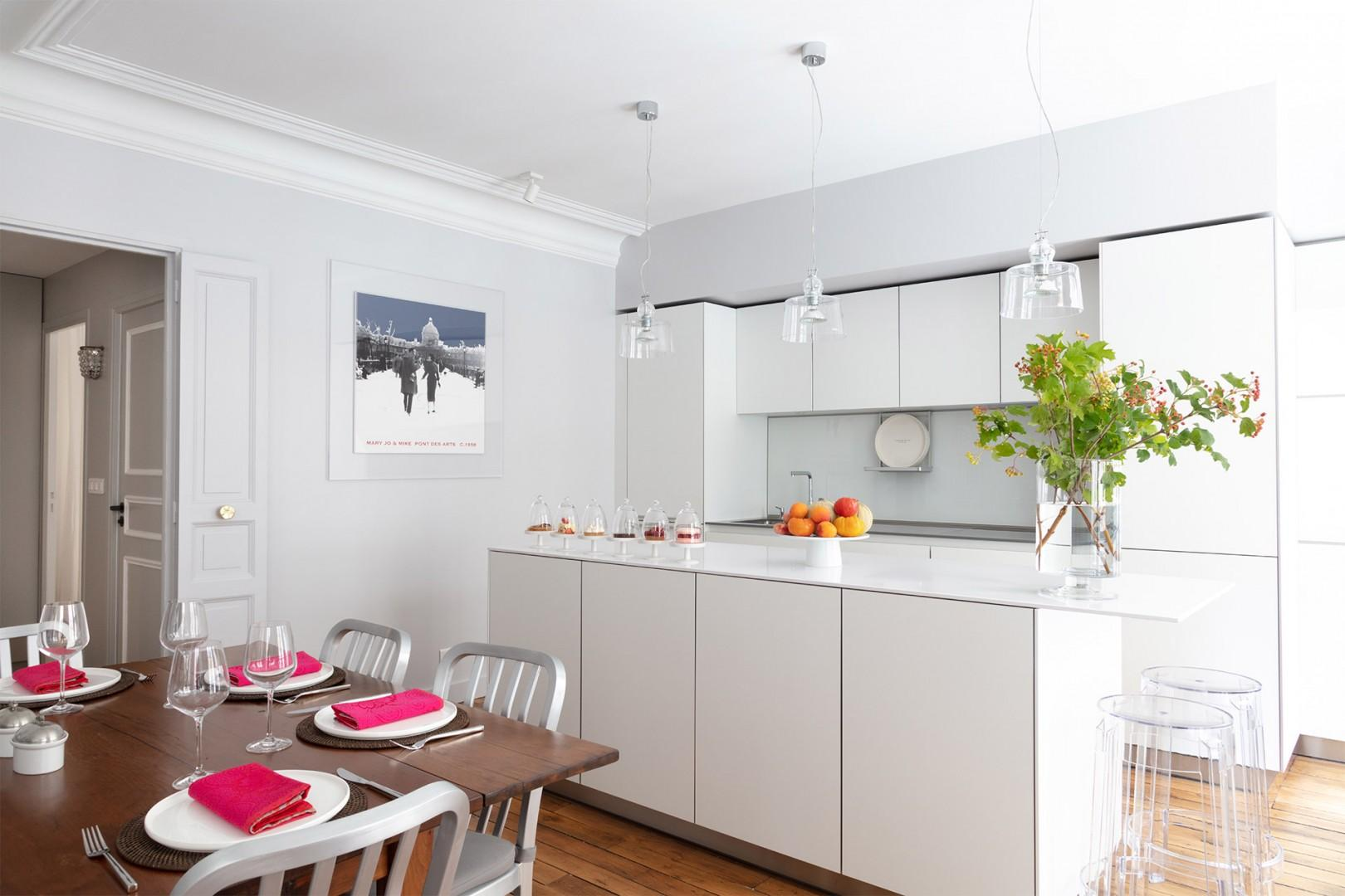 The open-plan dining table and modern kitchen are perfect for entertaining.