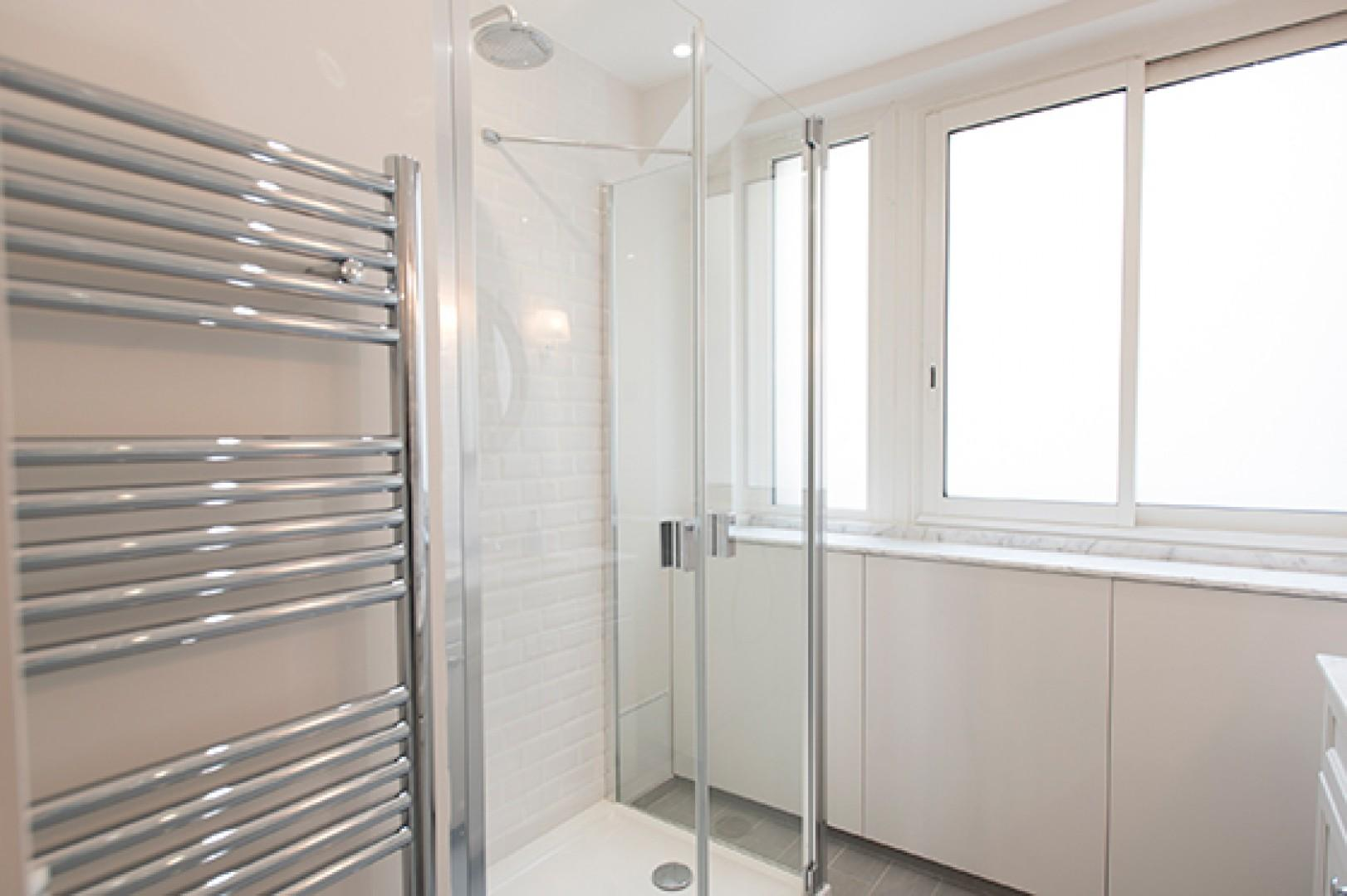 Start your day with an energizing rainfall shower.