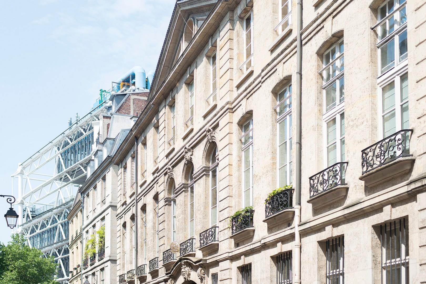 BR-marais-buildings-street-pompidou-center-paris