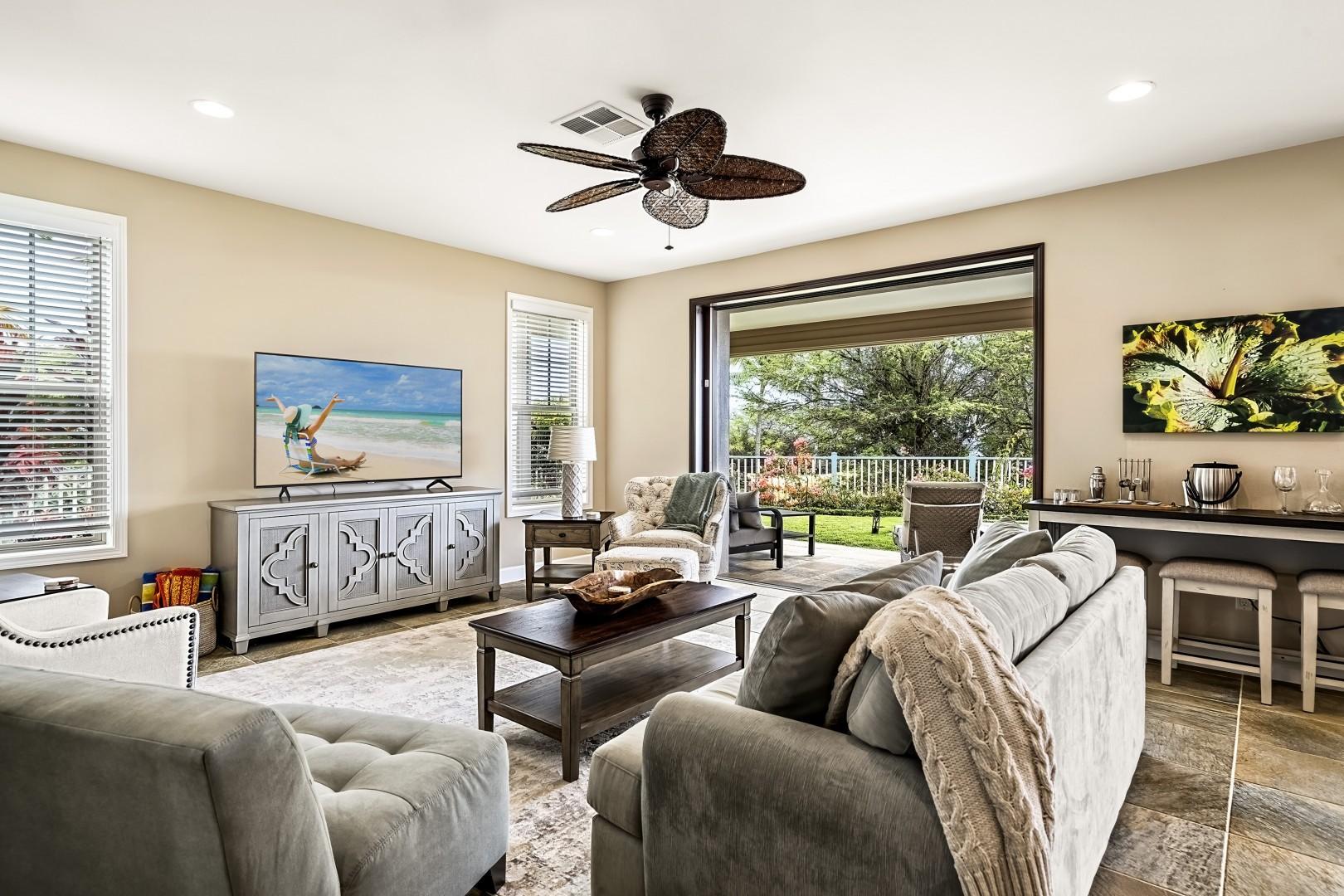 Sliding doors open to embrace the Hawaiian breezes