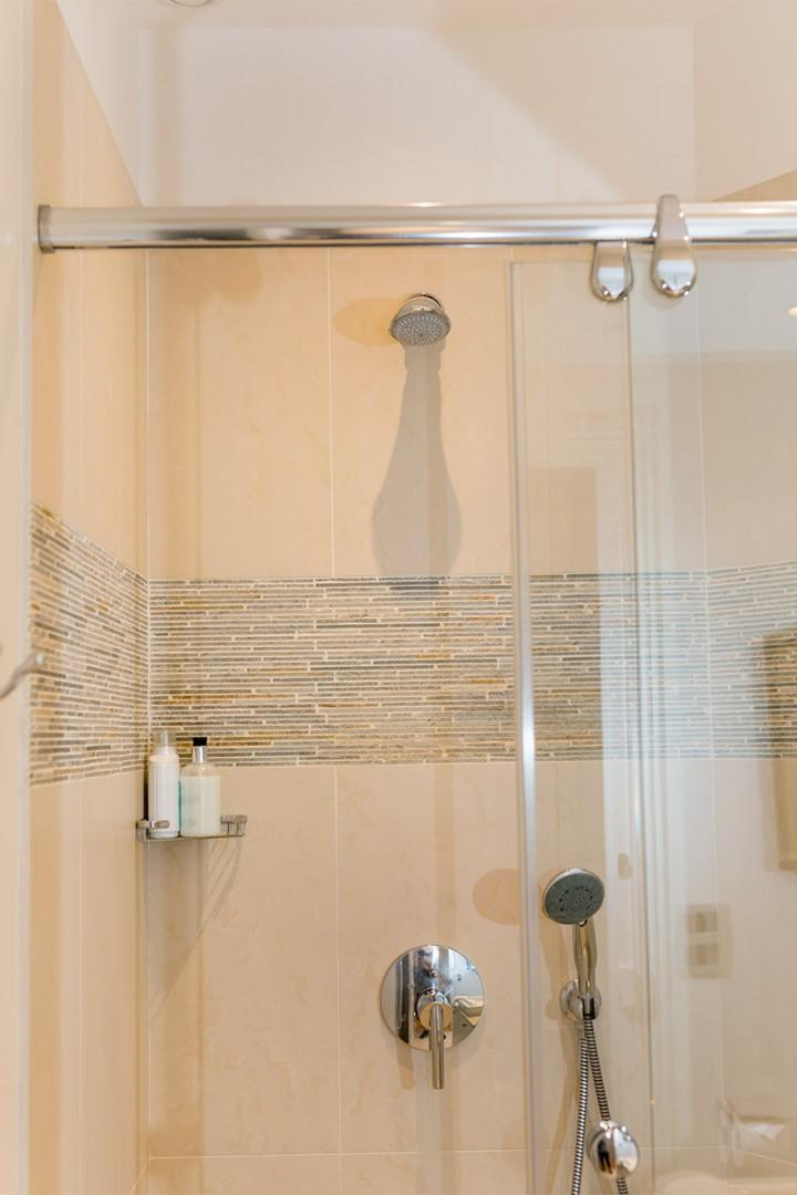 Fixed and flexible shower heads