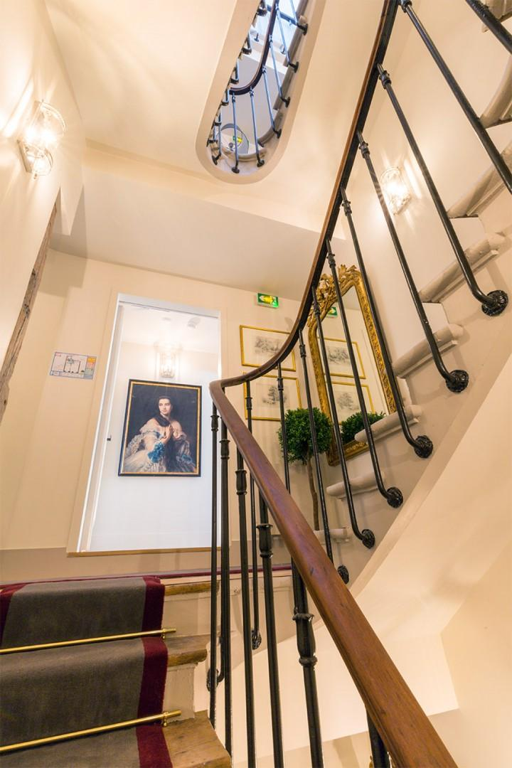 Take the stairs or elevator to our Loupiac apartment.