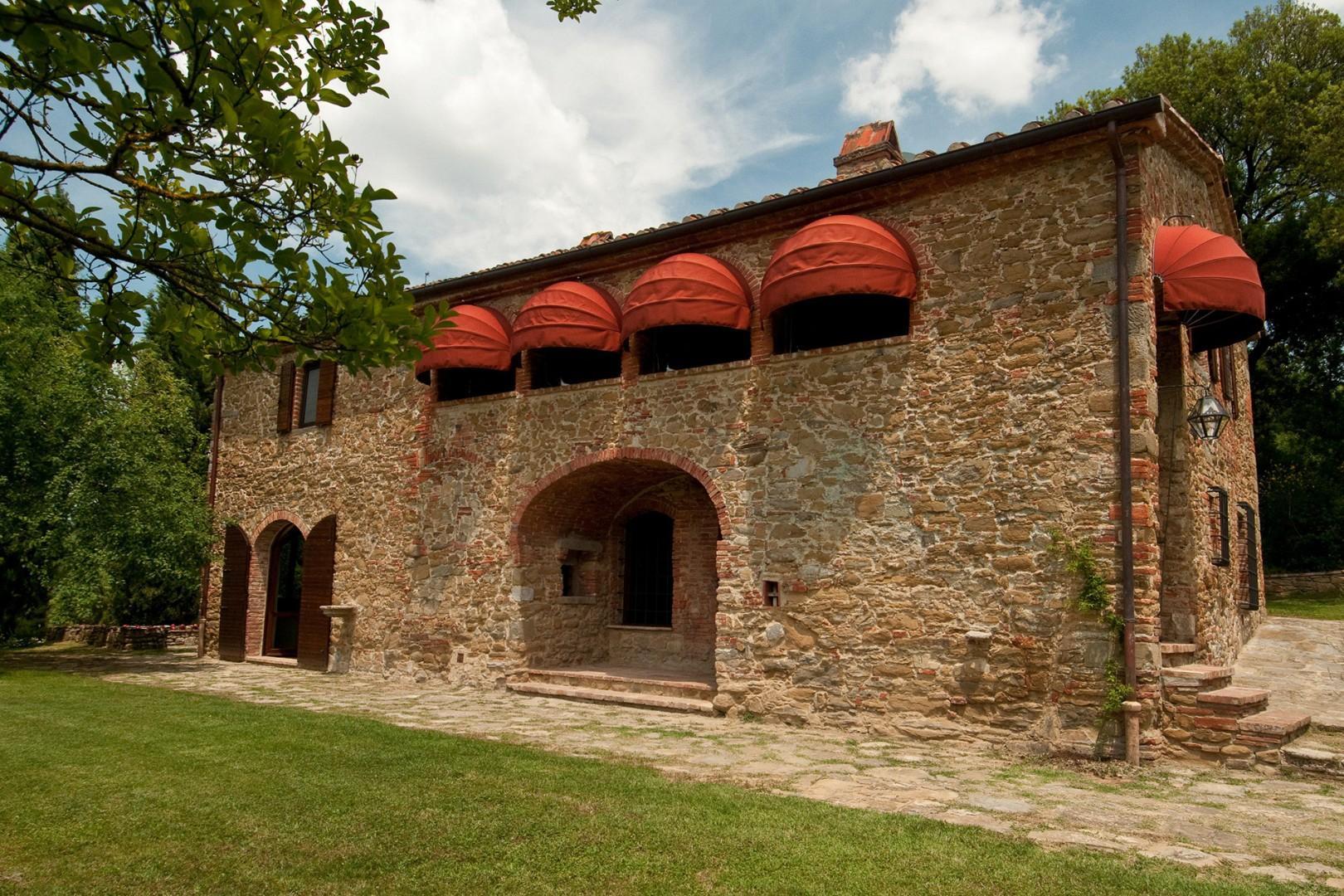 L' Albero Bello villa is situated in the gorgeous Val d'Orcia, near Cortona.