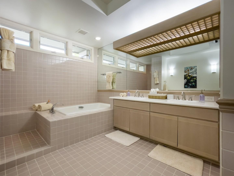Huge Tiled Bathroom w/ Separate WC Ensuite to Primary Bedroom