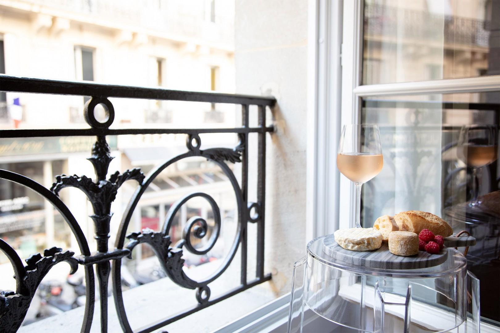 Make unforgettable memories in your very own Parisian apartment!
