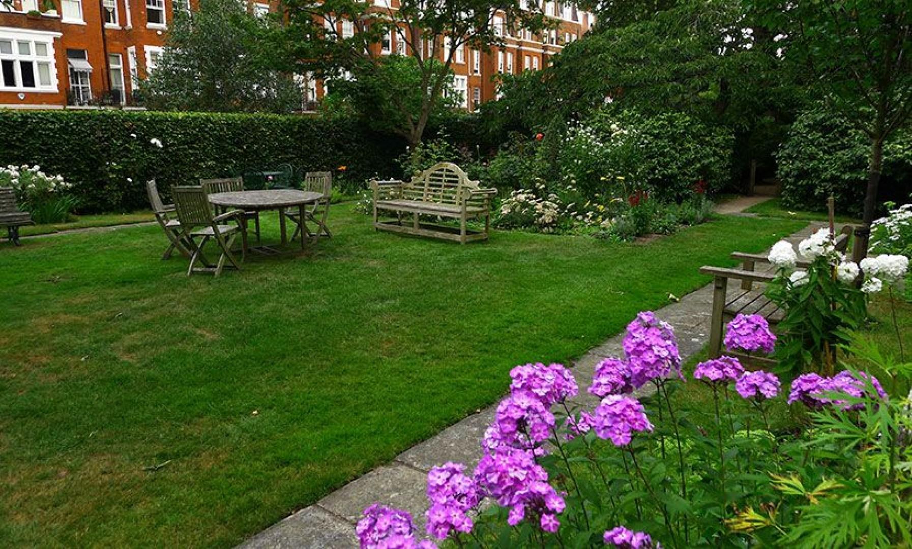 Beautiful communal gardens of our Austen apartment rental