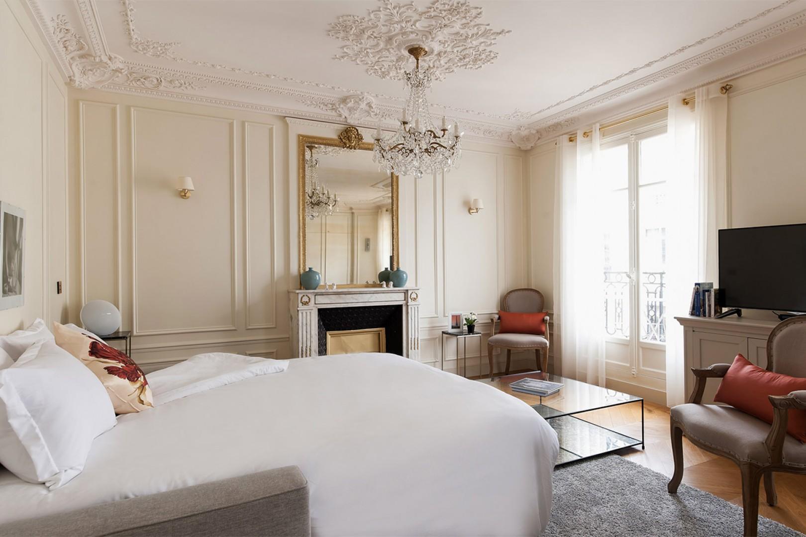 Wake up to a stunningly Parisian view!