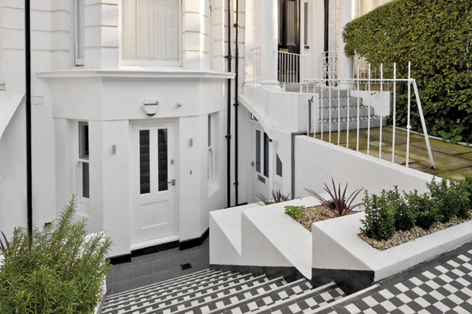Stylish entrance to the Gladstone