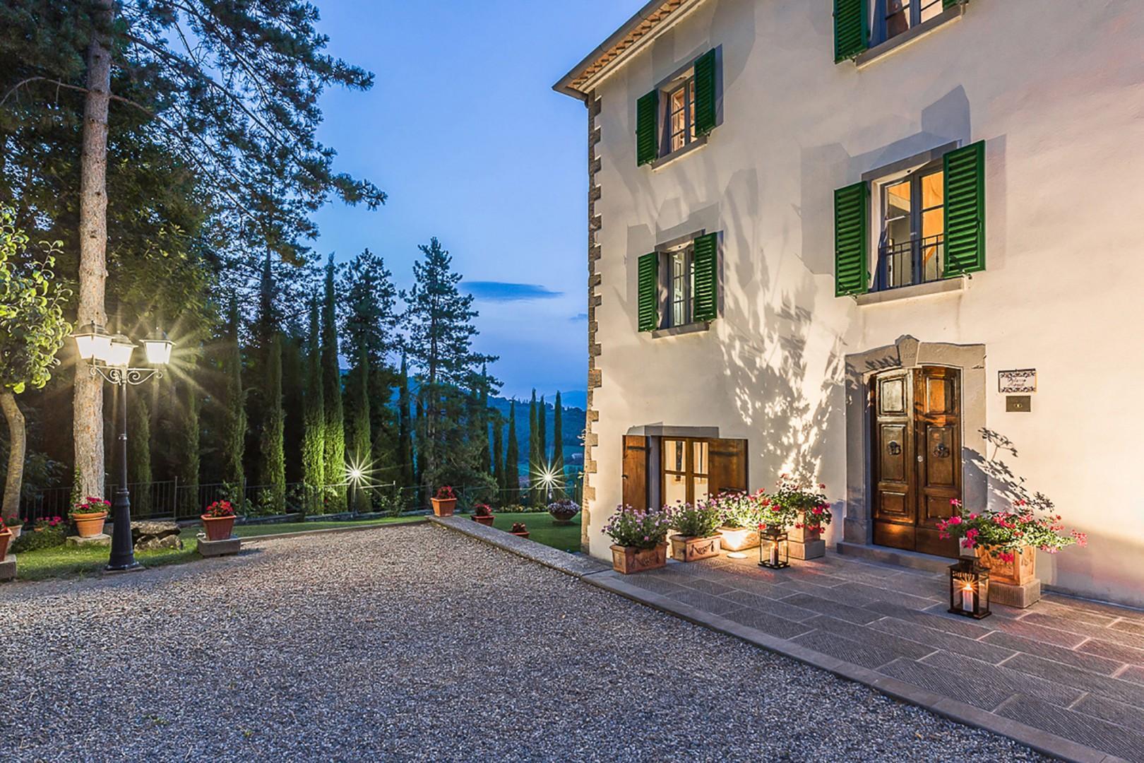 Ample driveway of Romanza Villa.