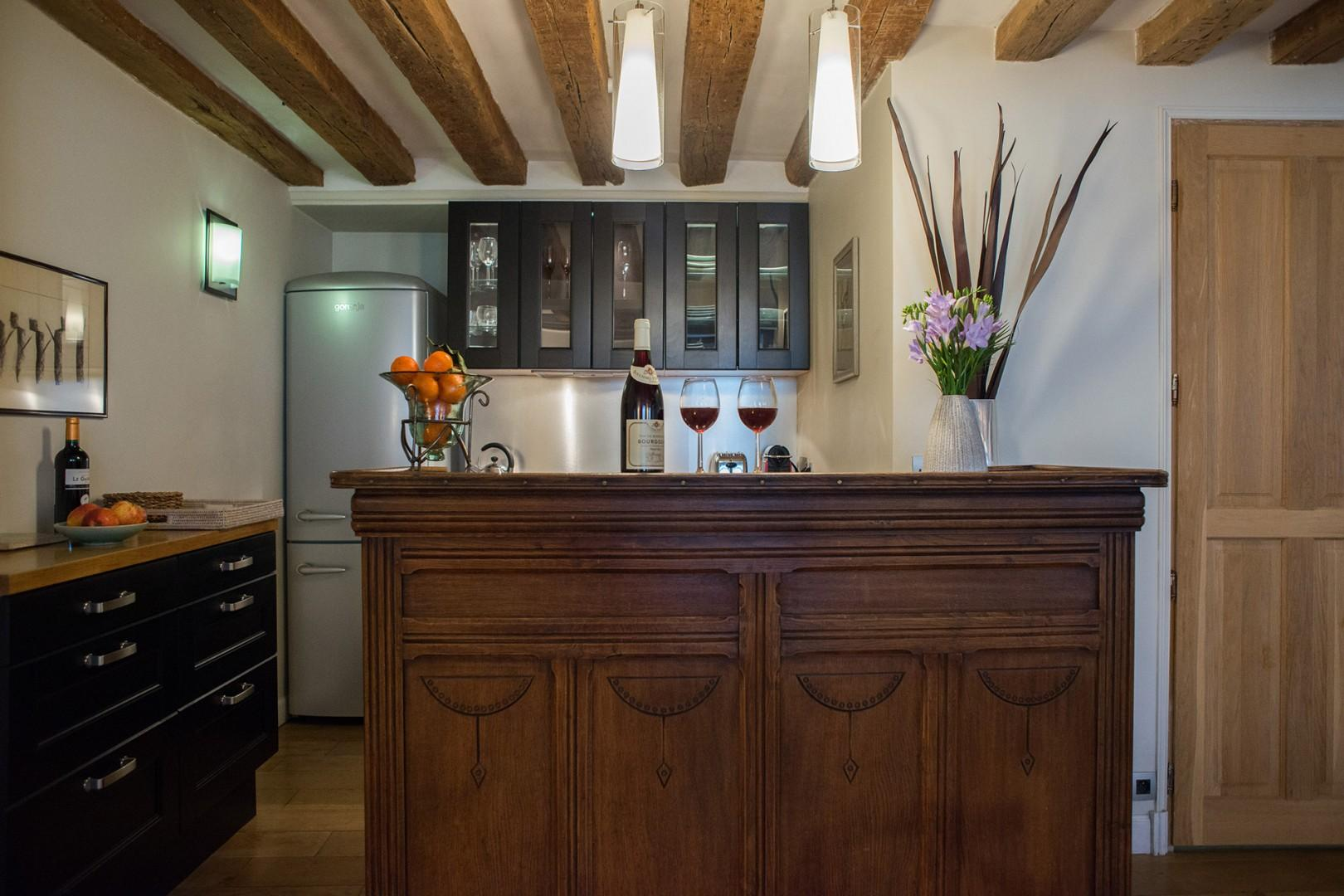 The kitchen also includes a classic bar area, perfect for apero hour.