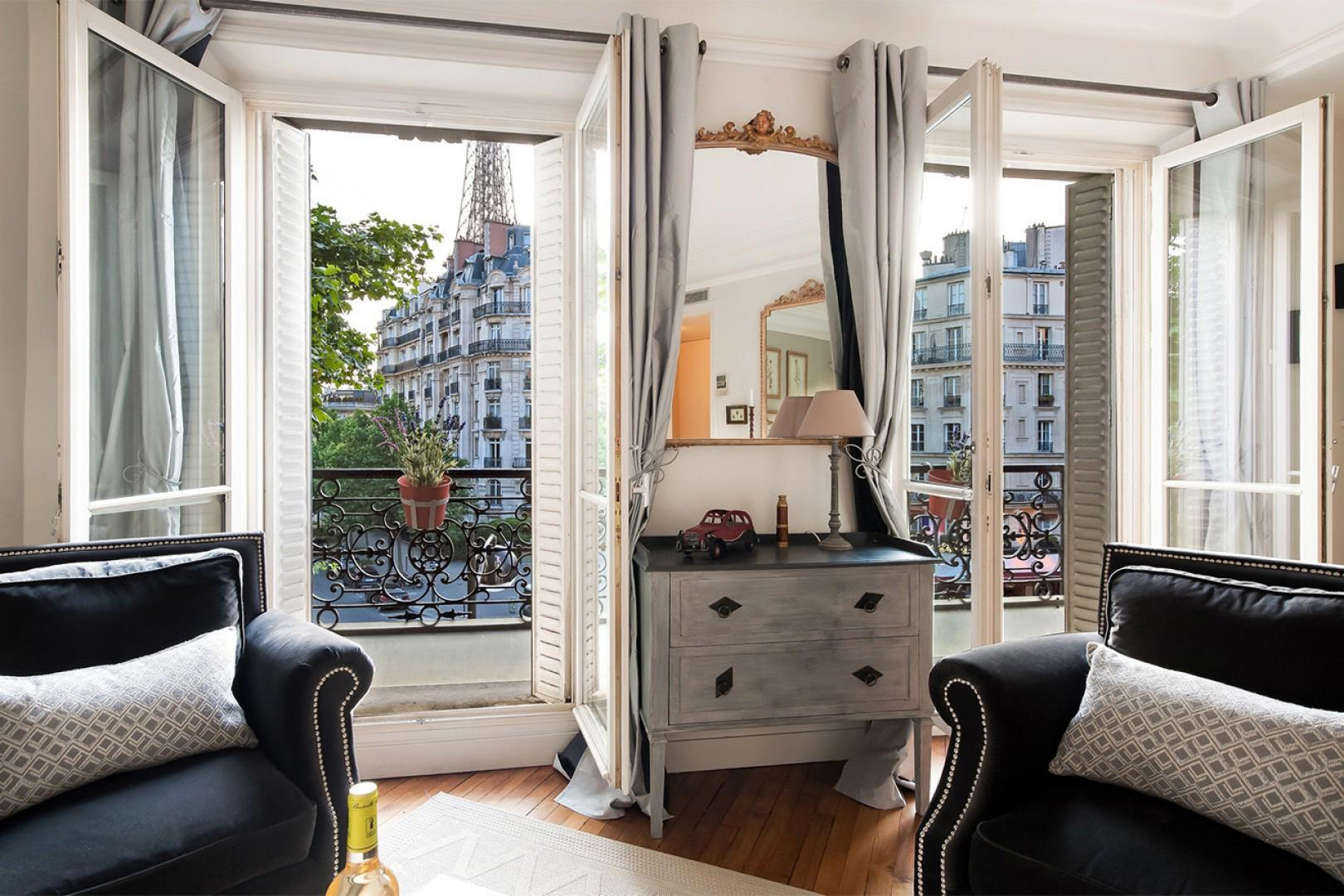 An air-conditioned apartment with views - better than a hotel!