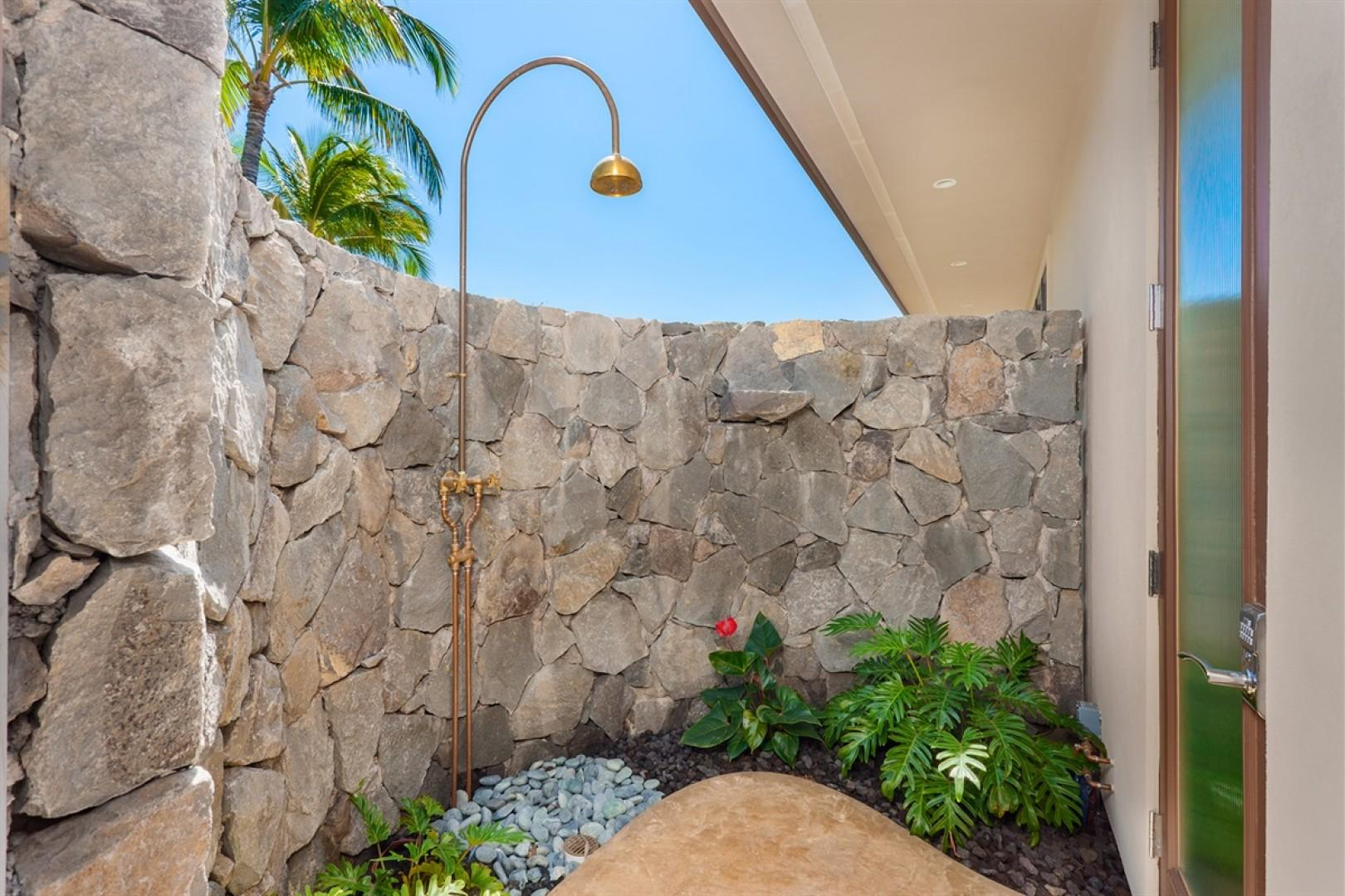 Master Suite 1 outdoor shower - a tropical treat!