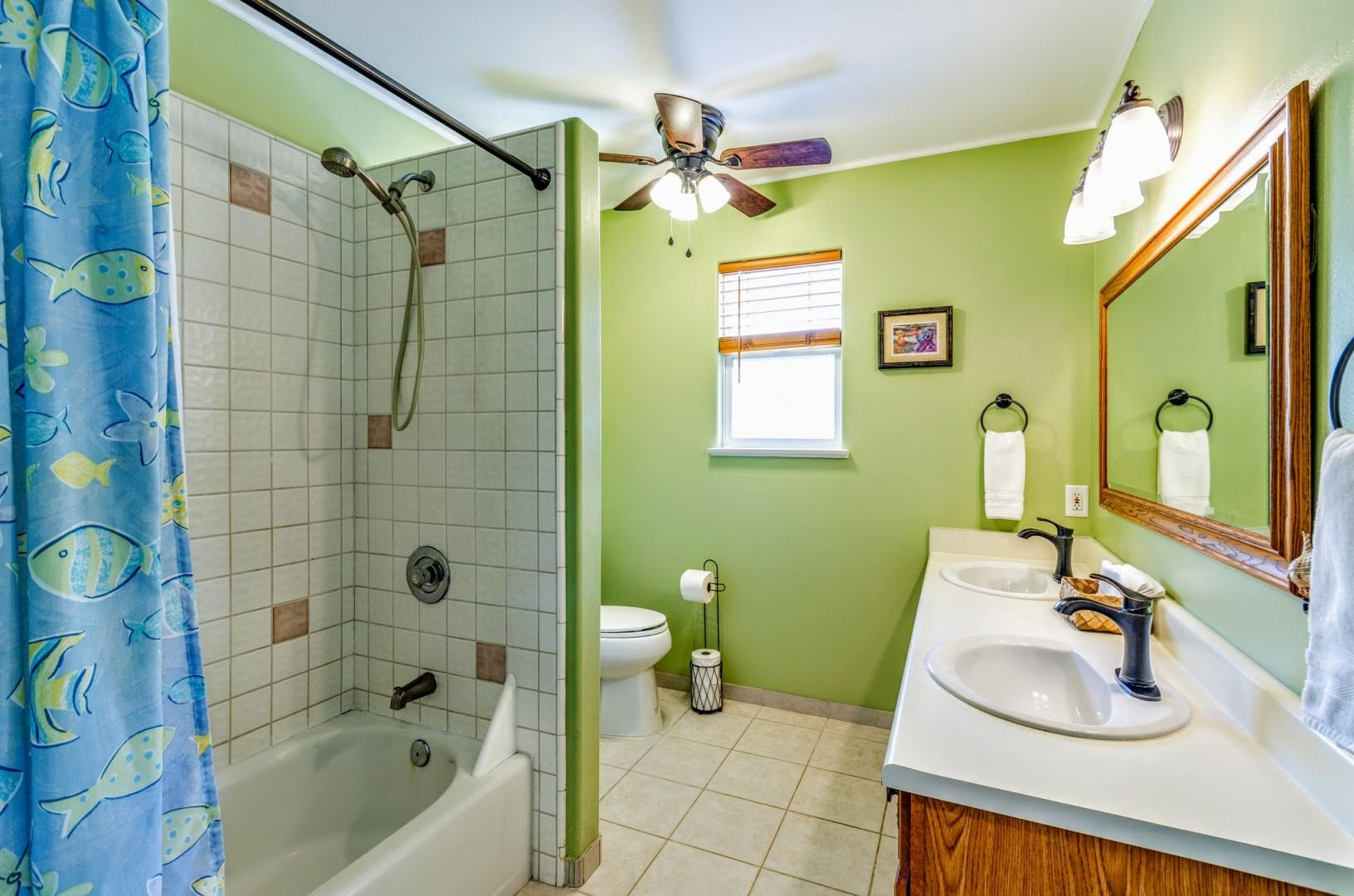 Master bathroom ensuite with dual vanities and tub/shower combo