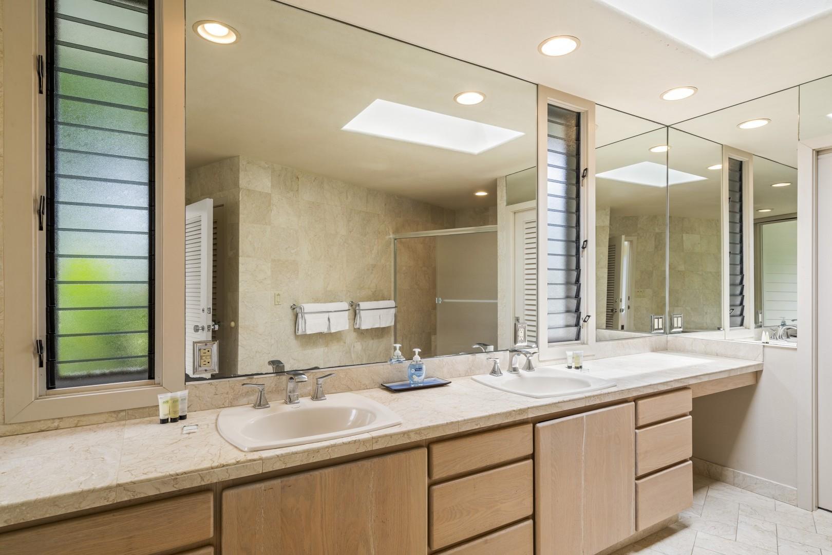 Master bathroom ensuite with Dual vanities