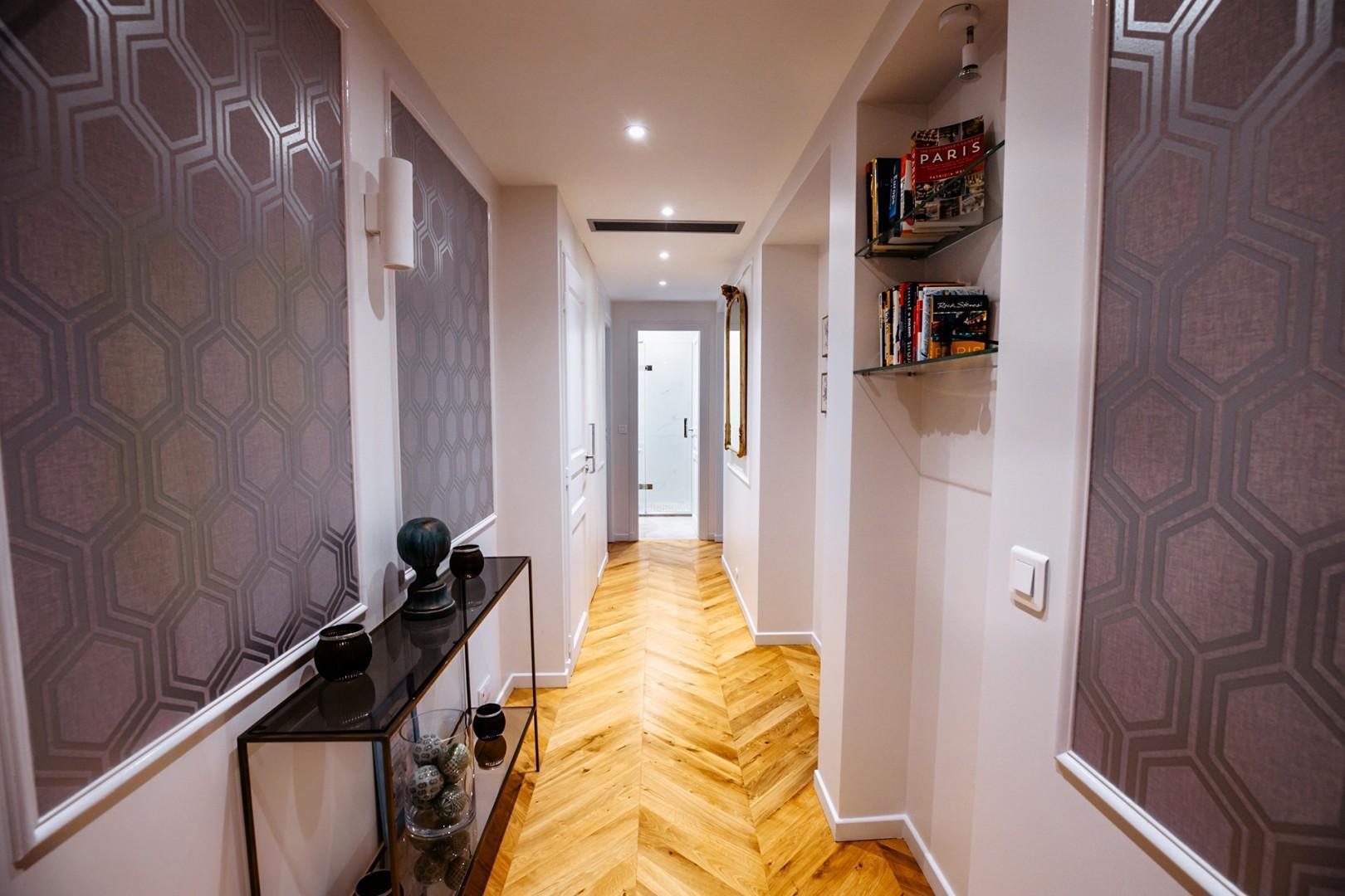 Elegant entrance to the apartment