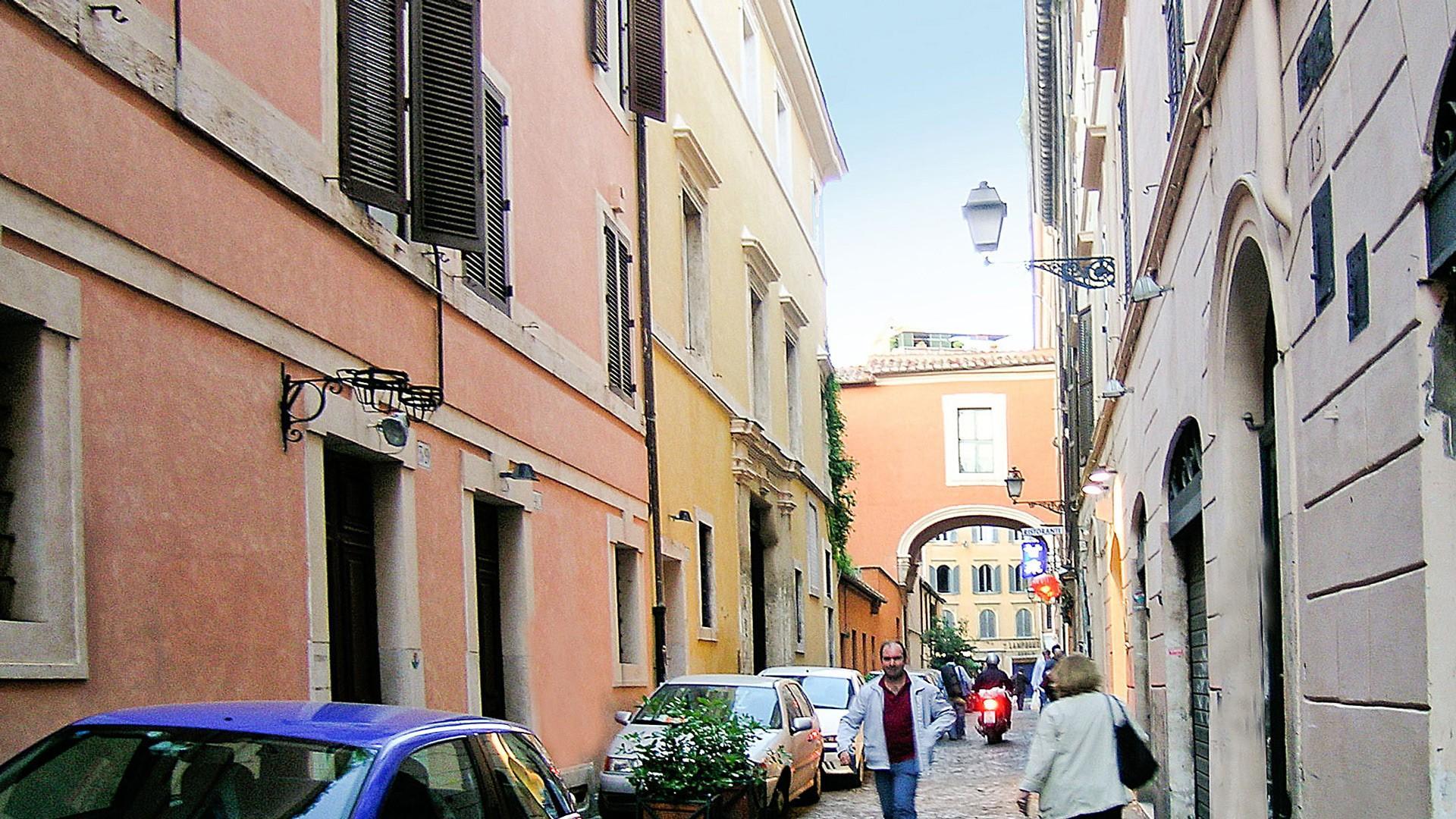 Distinctive arched passage at the end of Via dei Greci.
