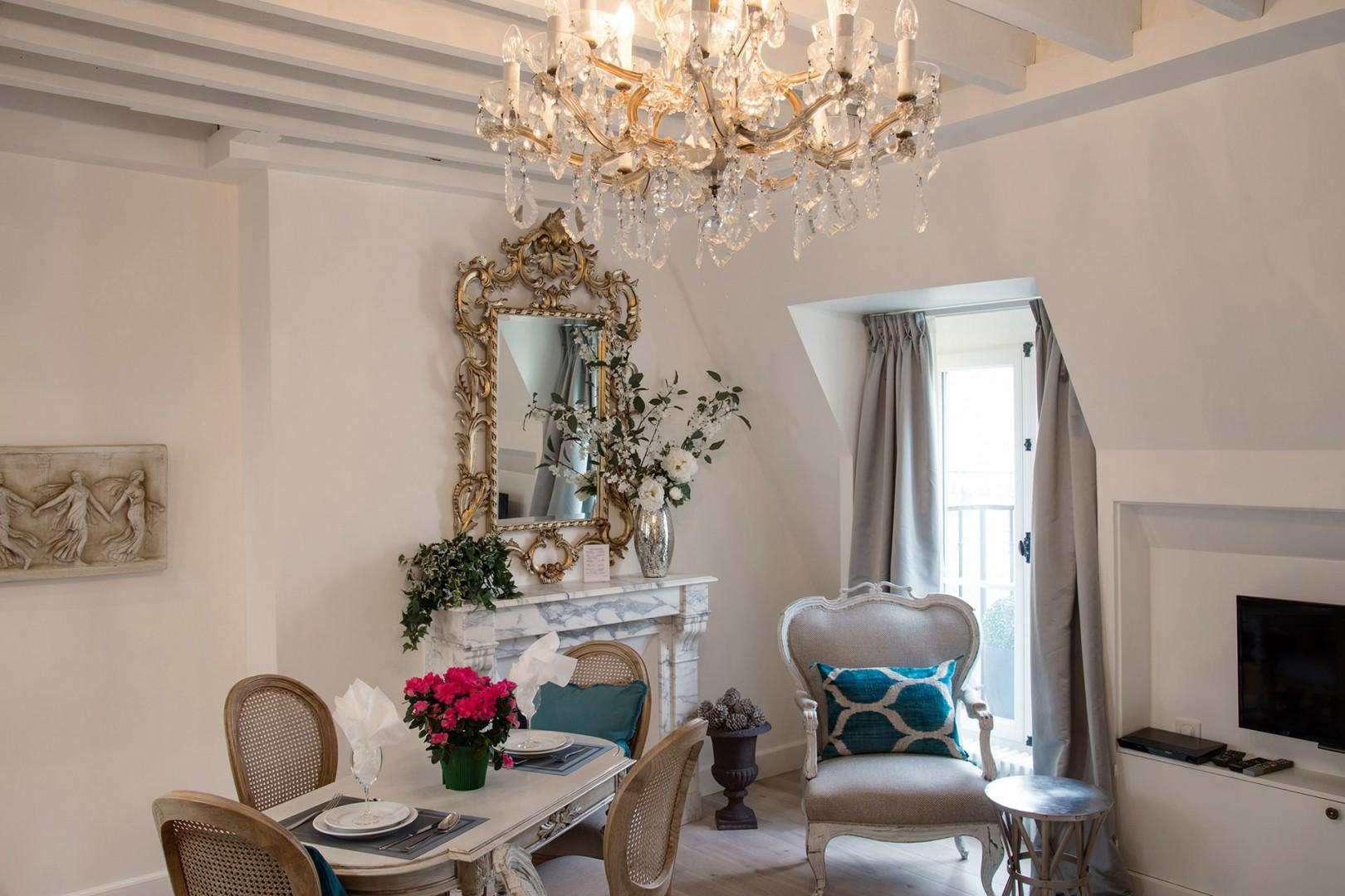 Let the Parisian style surround you in the beautiful living room!
