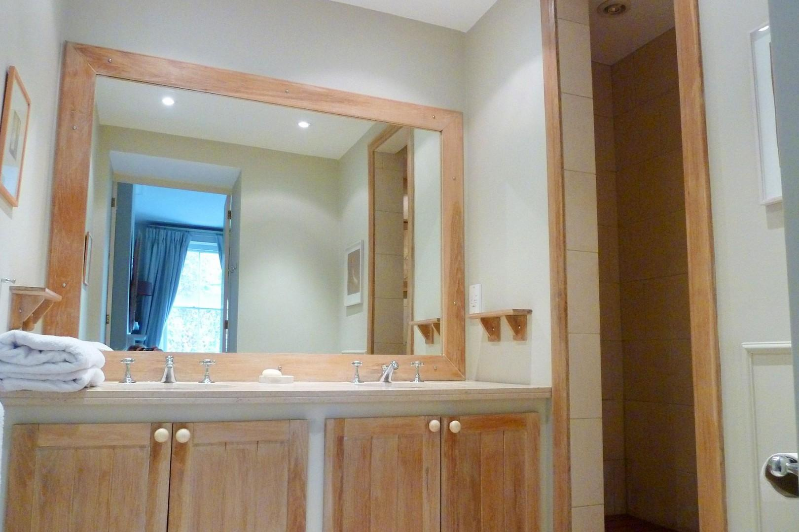 Step-in shower, double sink and toilet