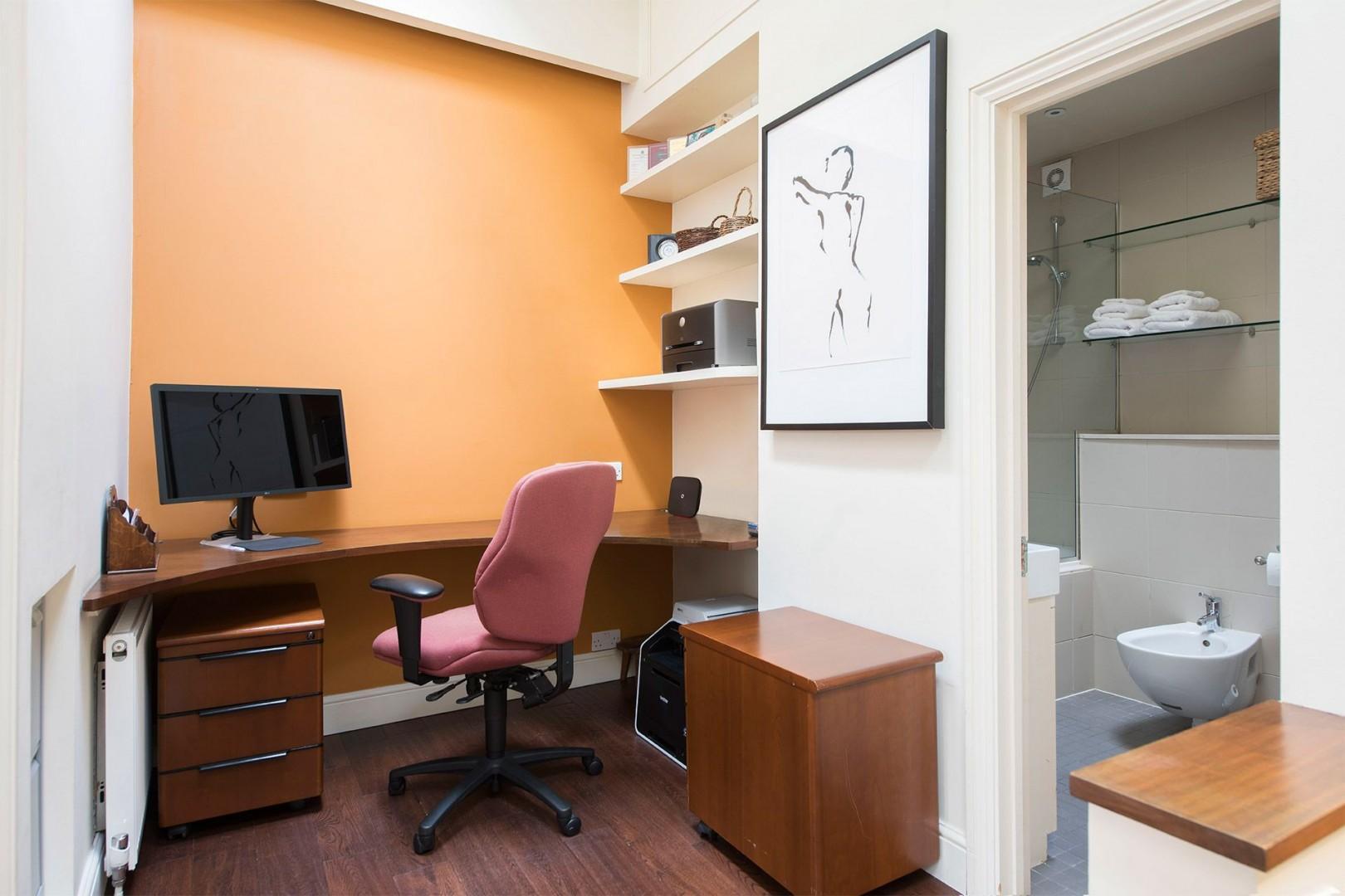 Practical office space in the Prince Albert rental