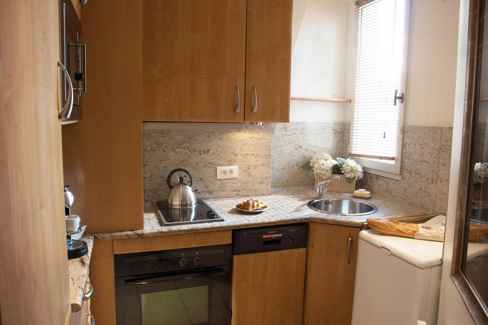 The fully equipped kitchen has everything you need to cook at home.