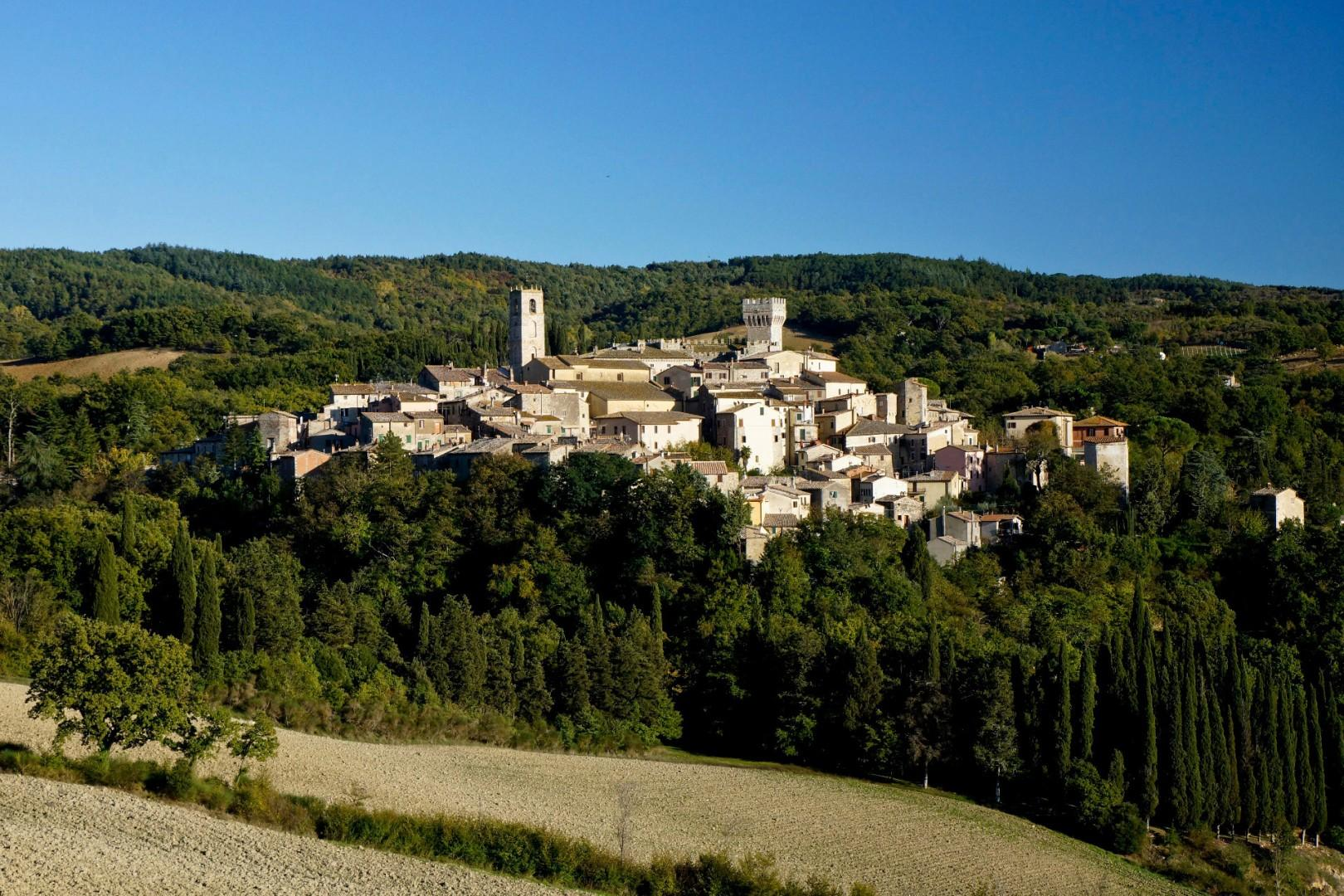 A classic fortified hill town, San Casciano dei Bagni also offers restaurants and shopping.
