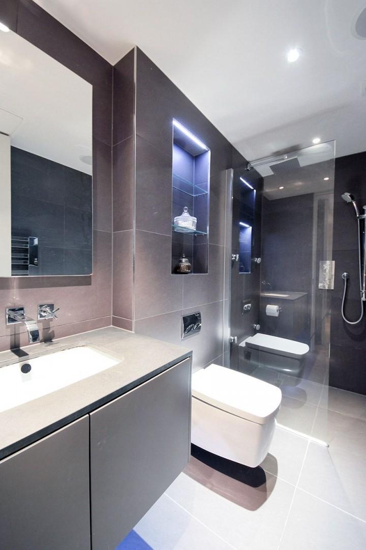 Elegant en suite bathroom