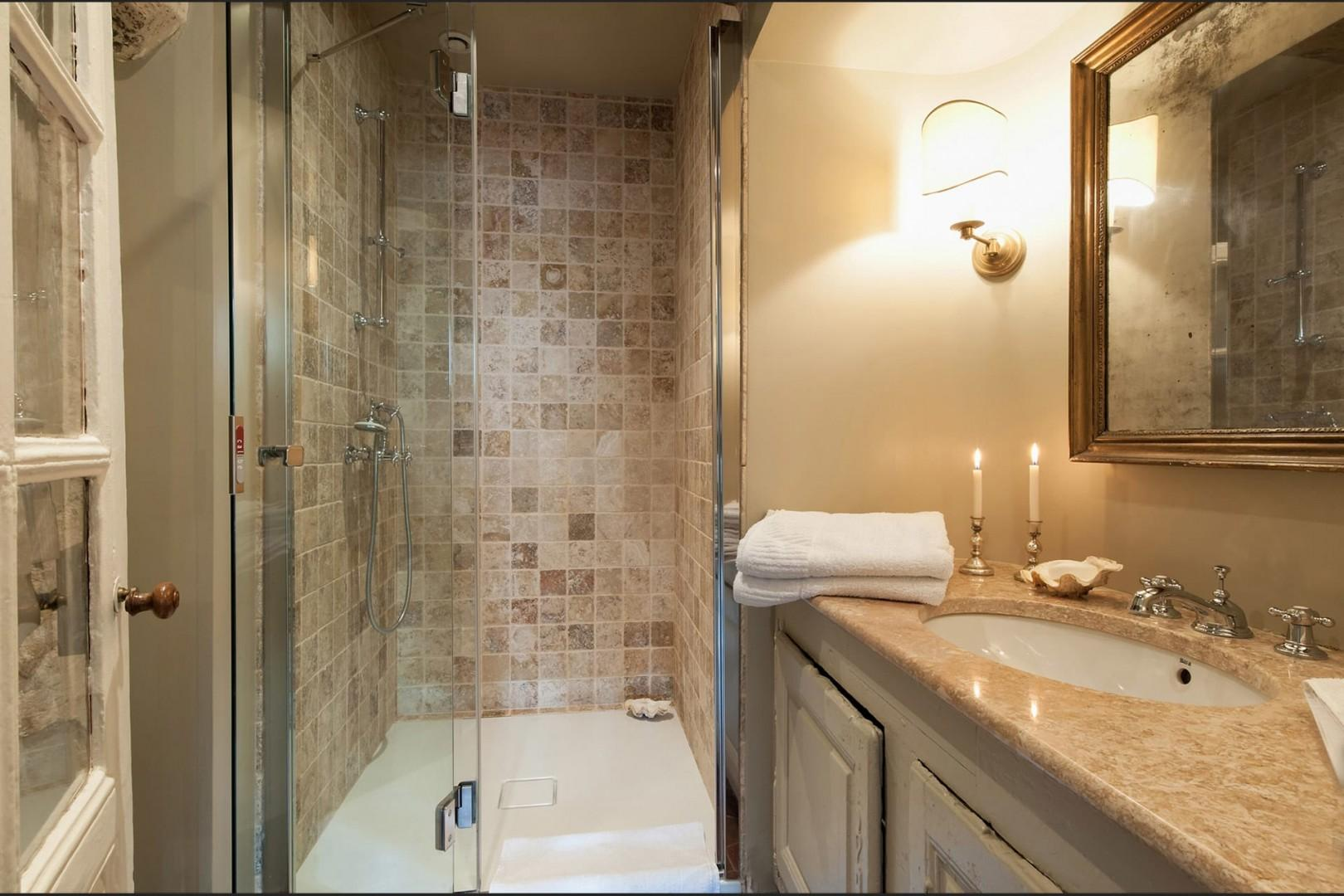 Start your day with an energizing shower in this gorgeous bathroom!
