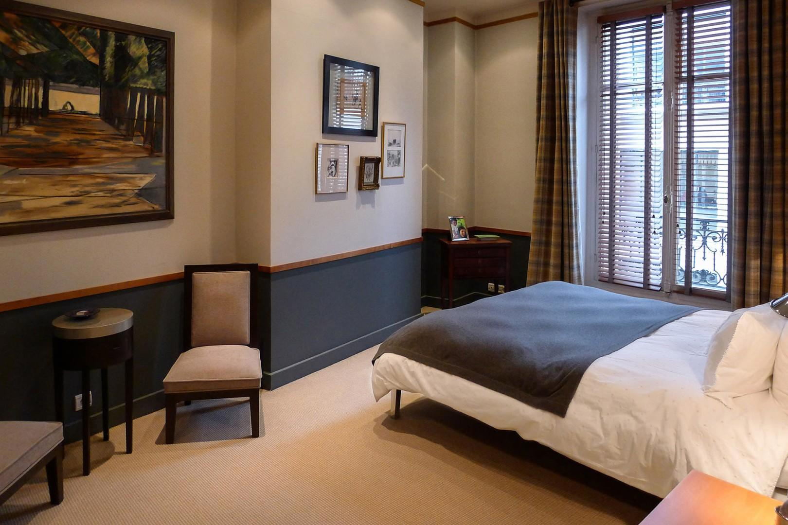 Relax in the elegant bedroom 3 with contemporary décor