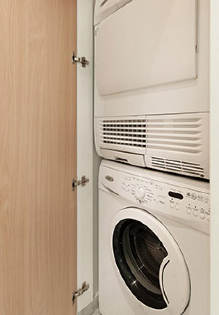 A washer and dryer are located in bathroom 1.