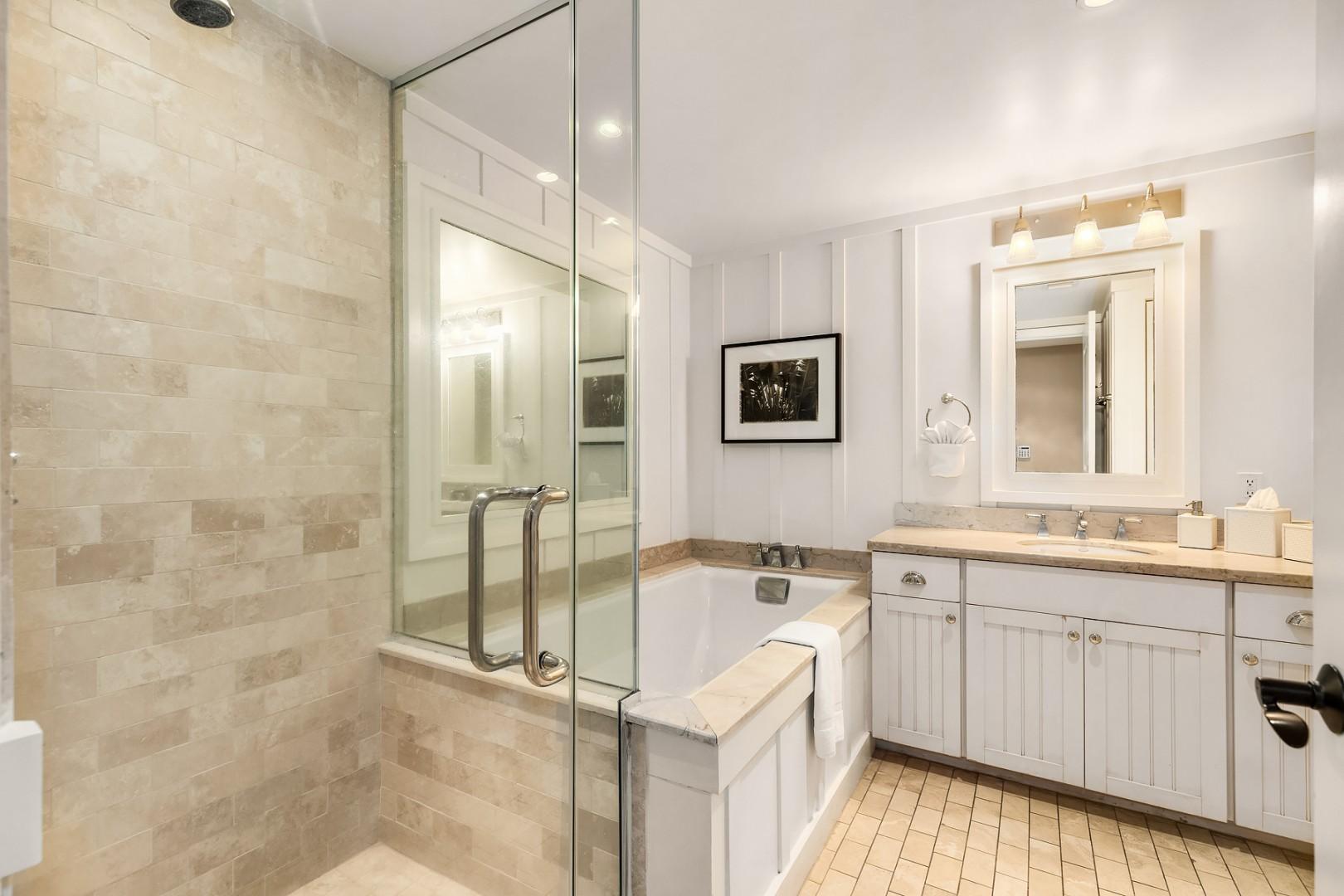 Villa 205: Bathroom