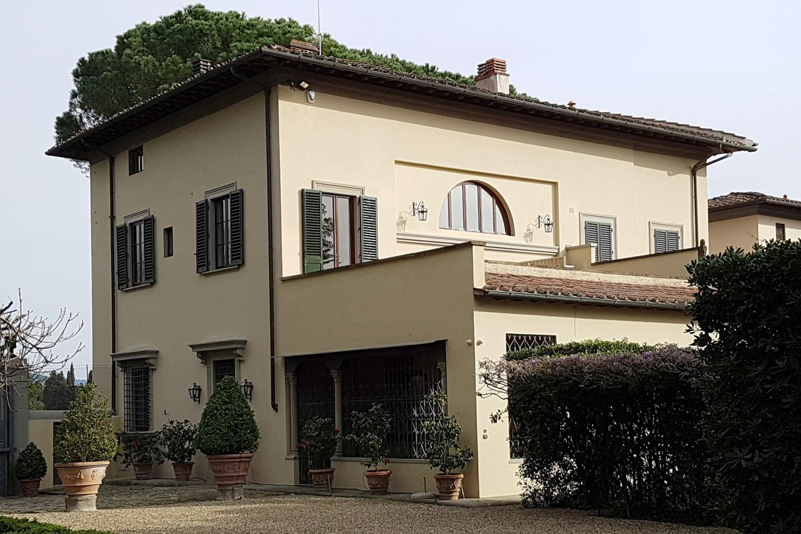 The front door is to the left. Loggia is in front, above it is the upstairs terrace with hot tub.
