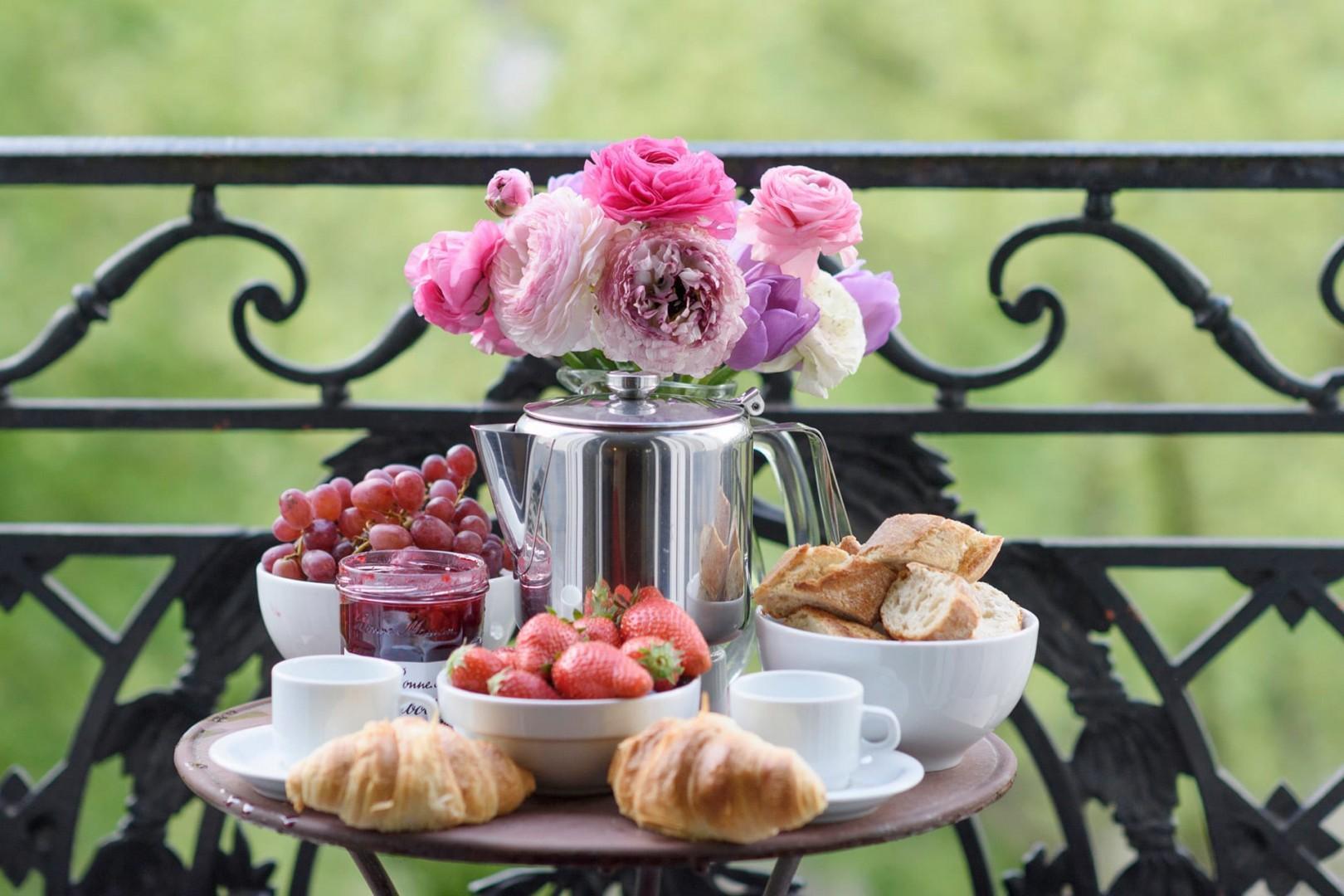 Treat yourself to breakfast al fresco on your balcony.