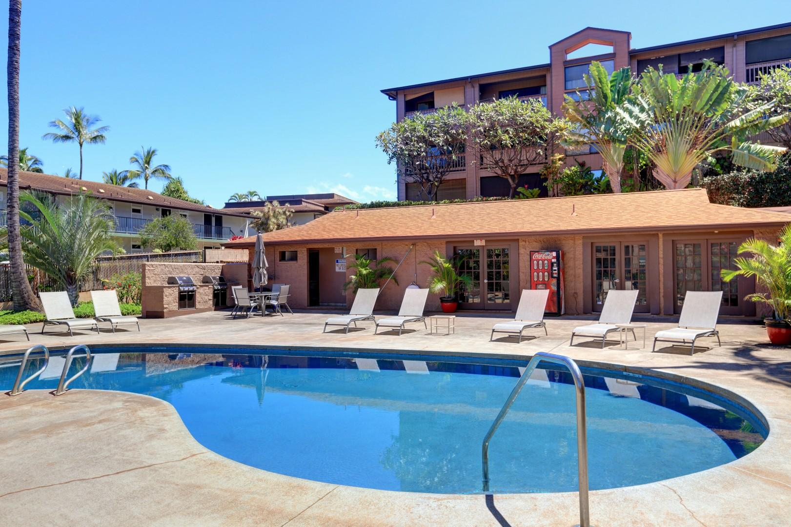 Relaxed private pool with BBQ grill & more-min
