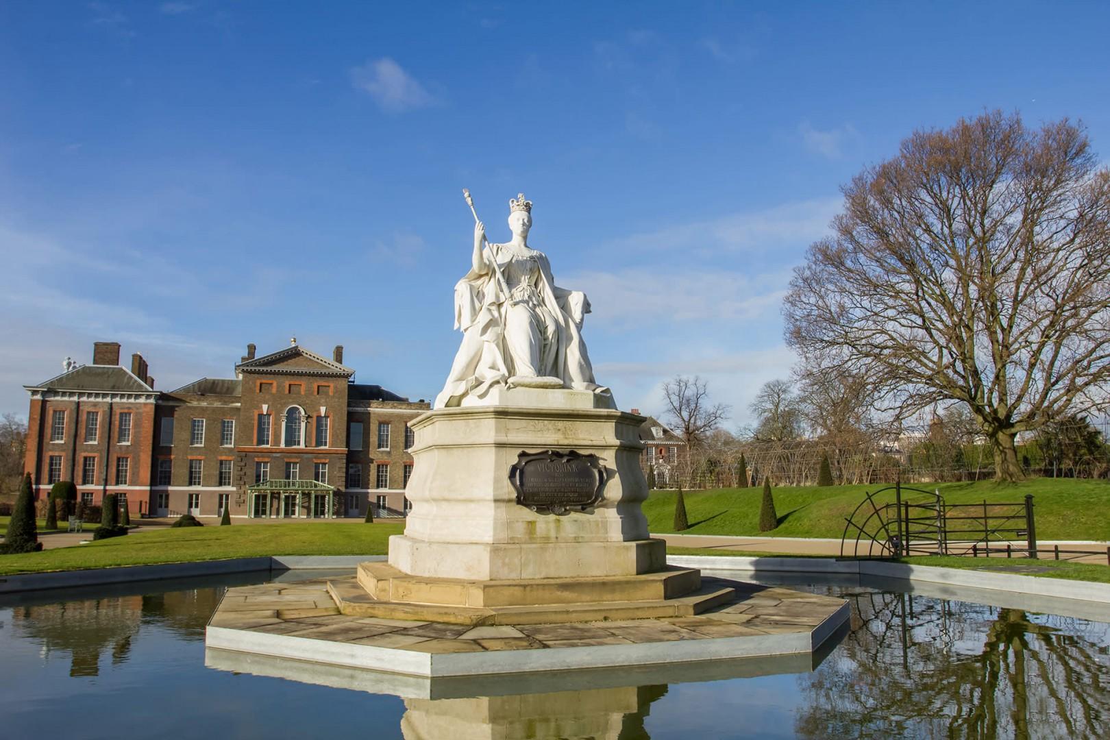 17-kensington-palace-fountain